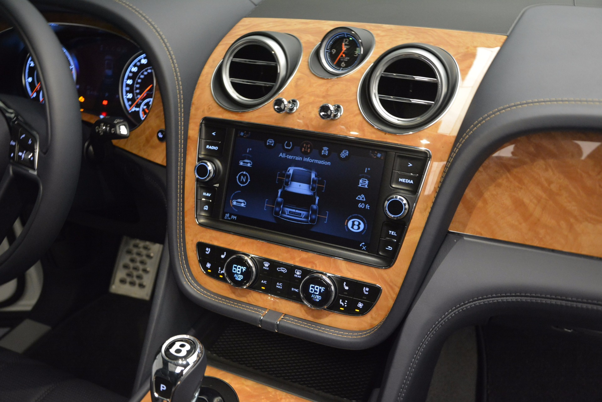 New 2017 Bentley Bentayga  For Sale In Greenwich, CT 794_p47