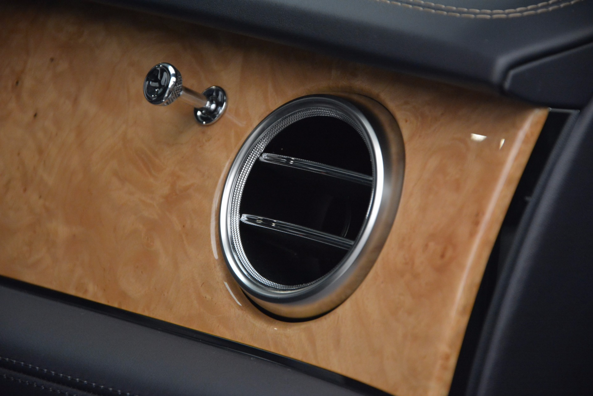 New 2017 Bentley Bentayga  For Sale In Greenwich, CT 794_p52