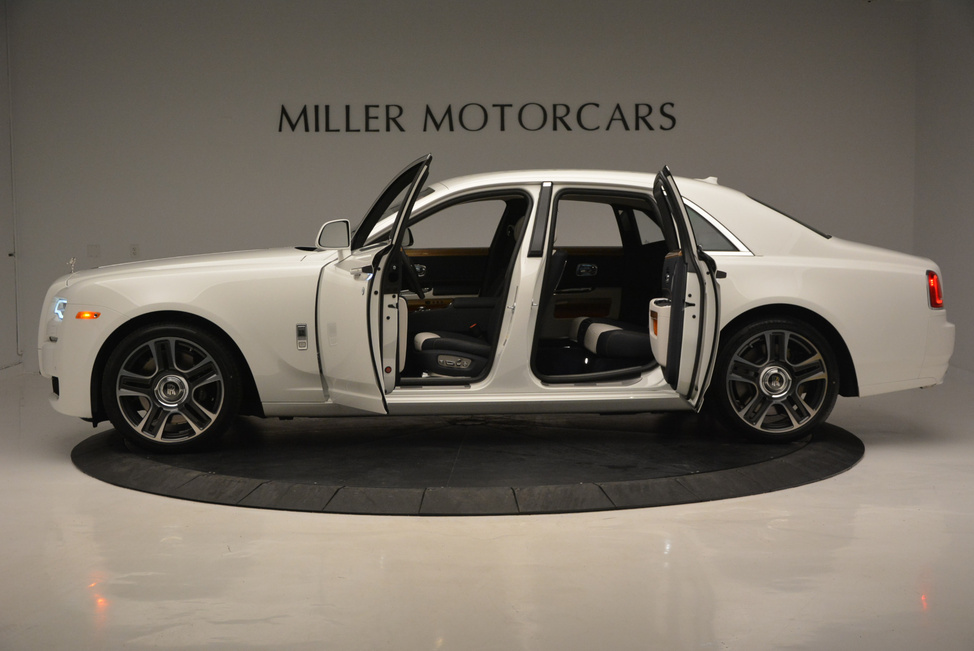 New 2017 Rolls-Royce Ghost  For Sale In Greenwich, CT 801_p14