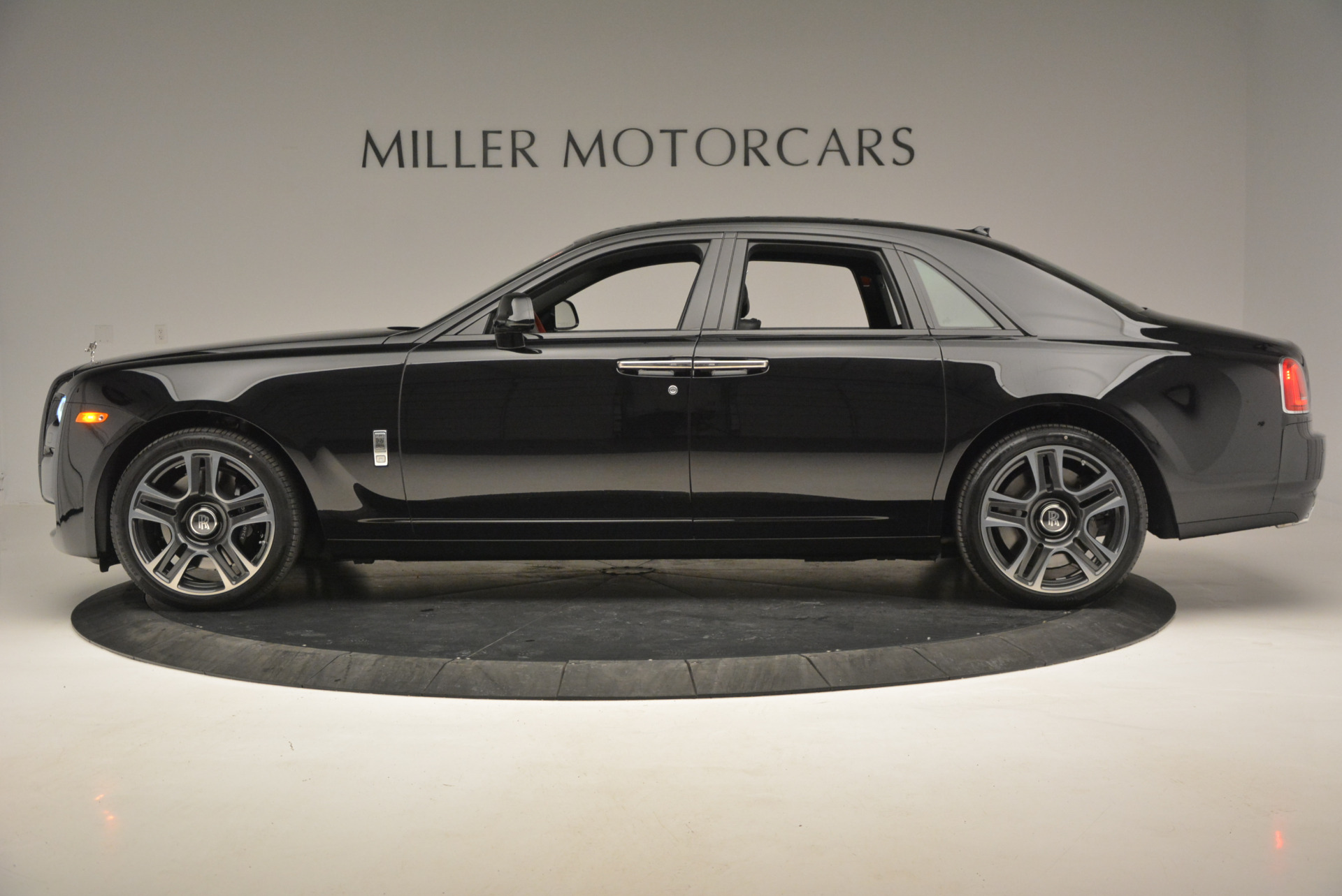 New 2017 Rolls-Royce Ghost  For Sale In Greenwich, CT 808_p4
