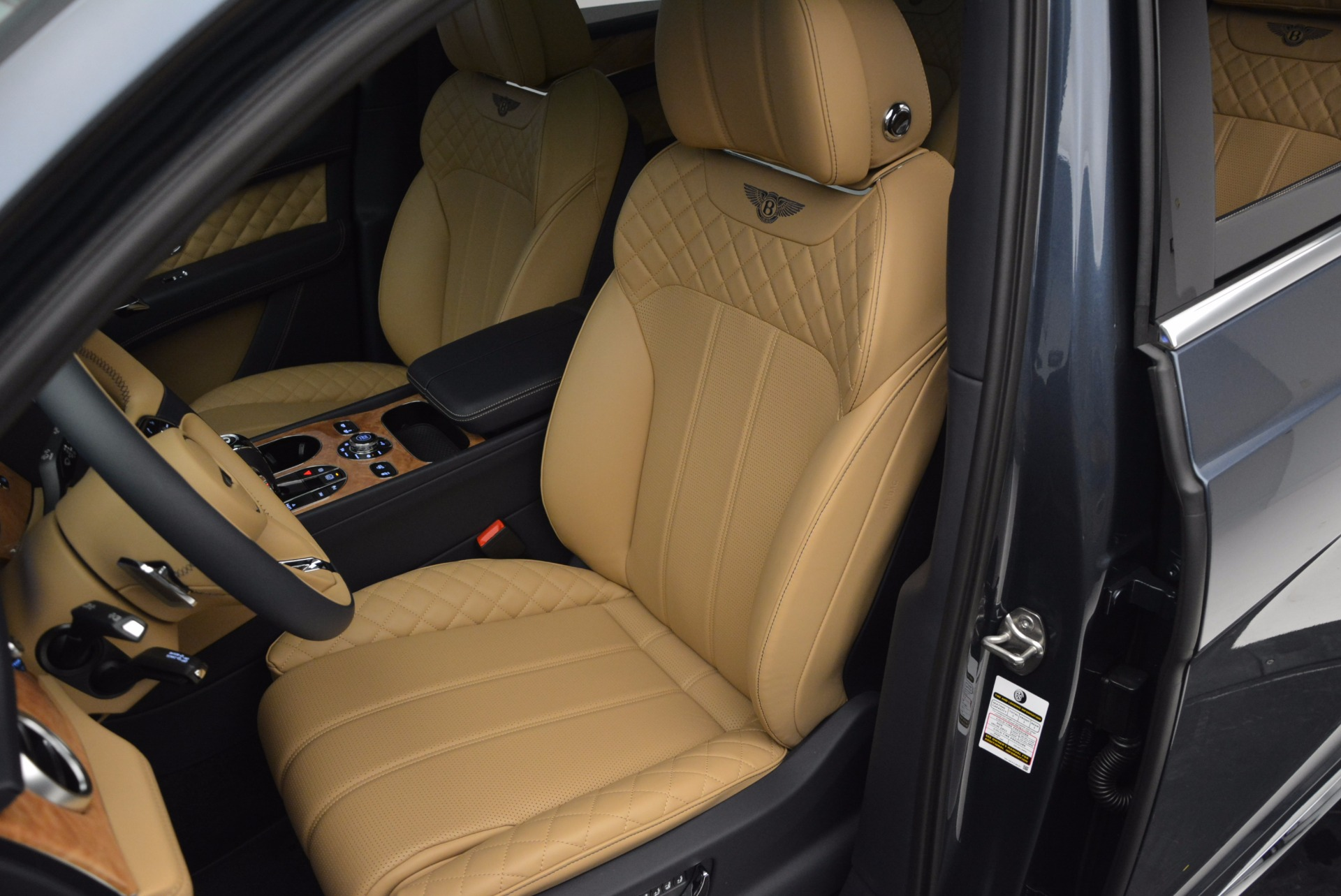New 2017 Bentley Bentayga  For Sale In Greenwich, CT 810_p24