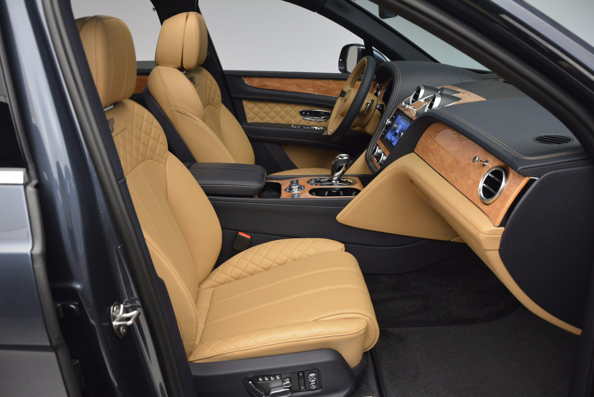 New 2017 Bentley Bentayga  For Sale In Greenwich, CT 810_p40