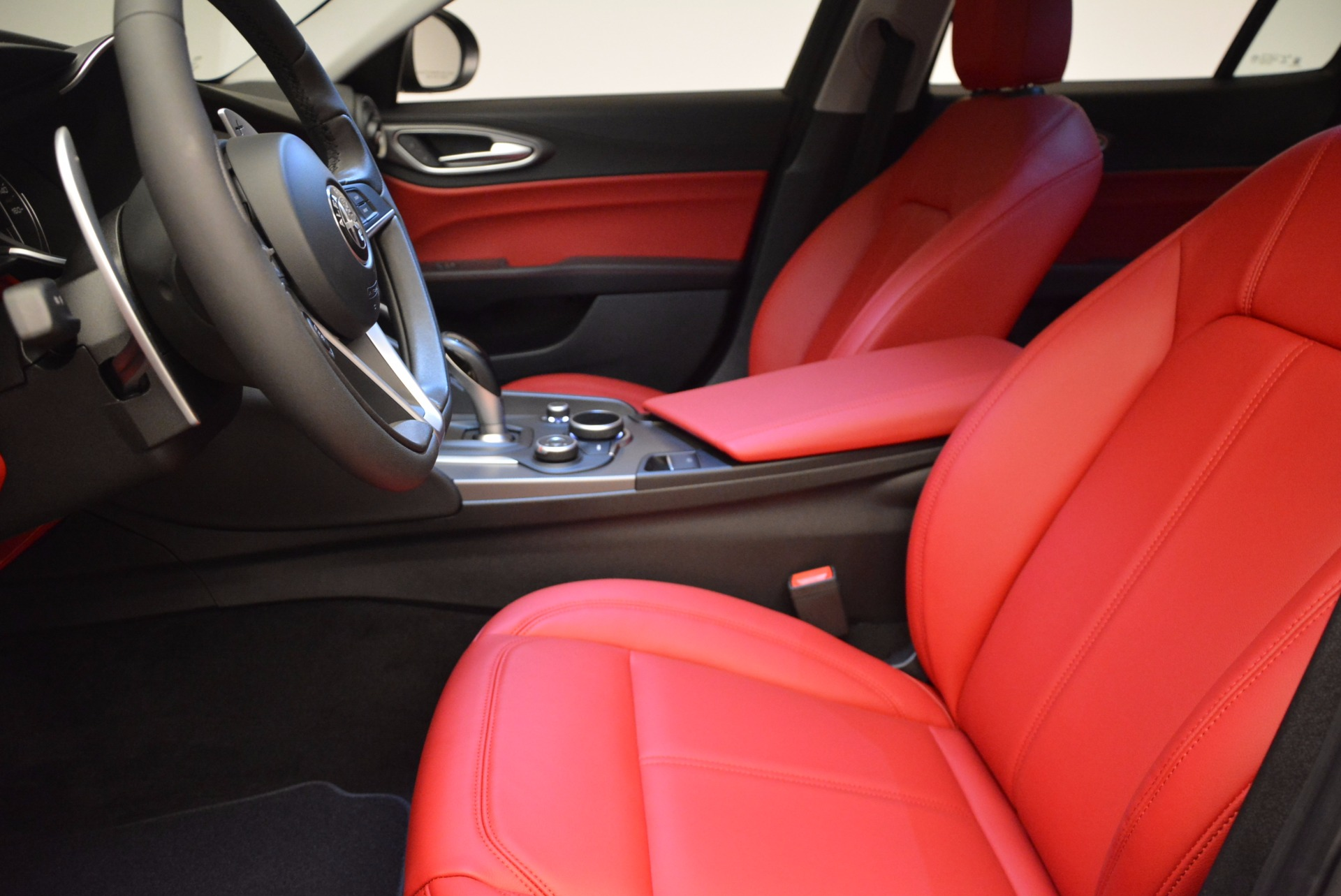 New 2017 Alfa Romeo Giulia Q4 For Sale In Greenwich, CT 825_p14