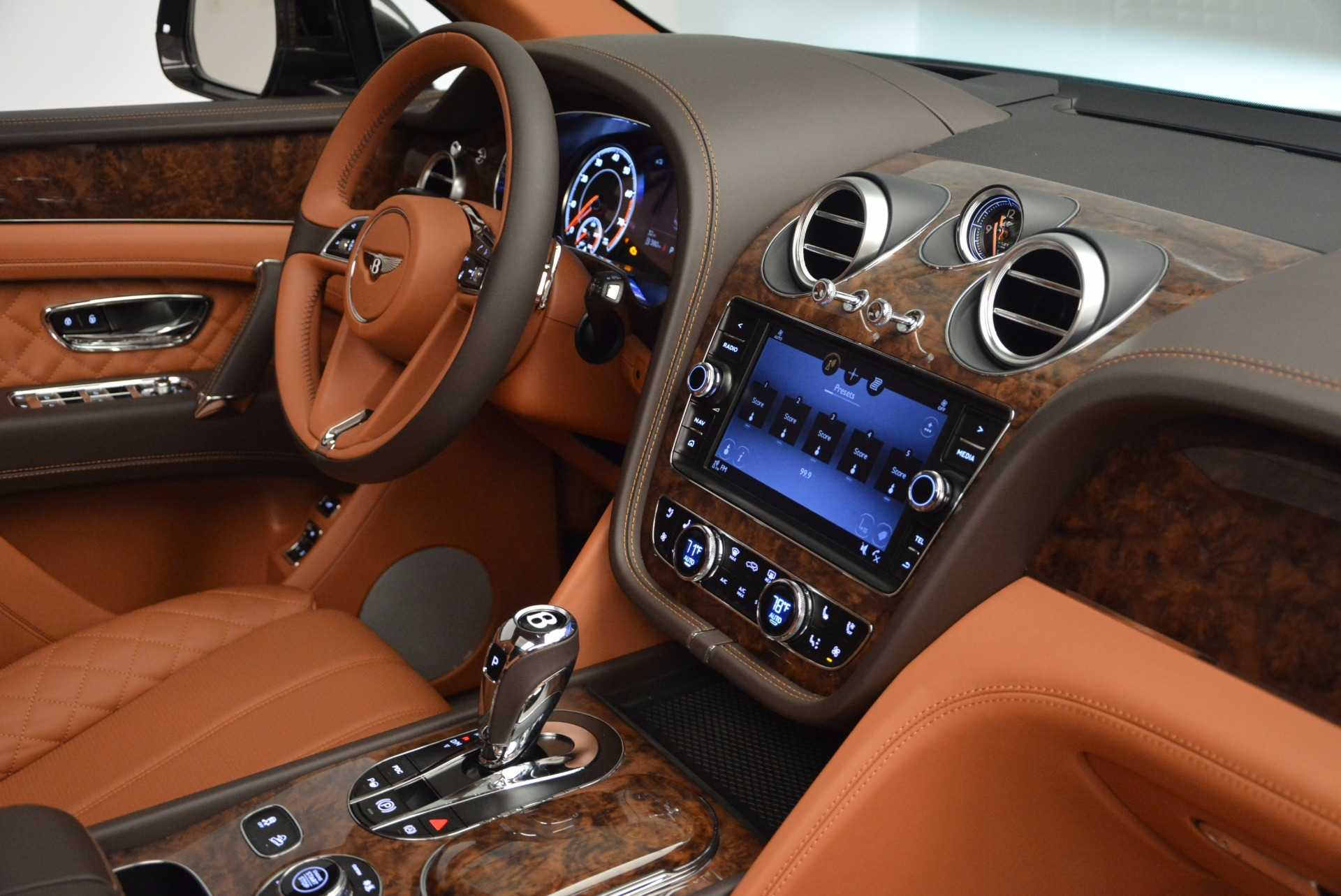 New 2017 Bentley Bentayga  For Sale In Greenwich, CT 852_p44