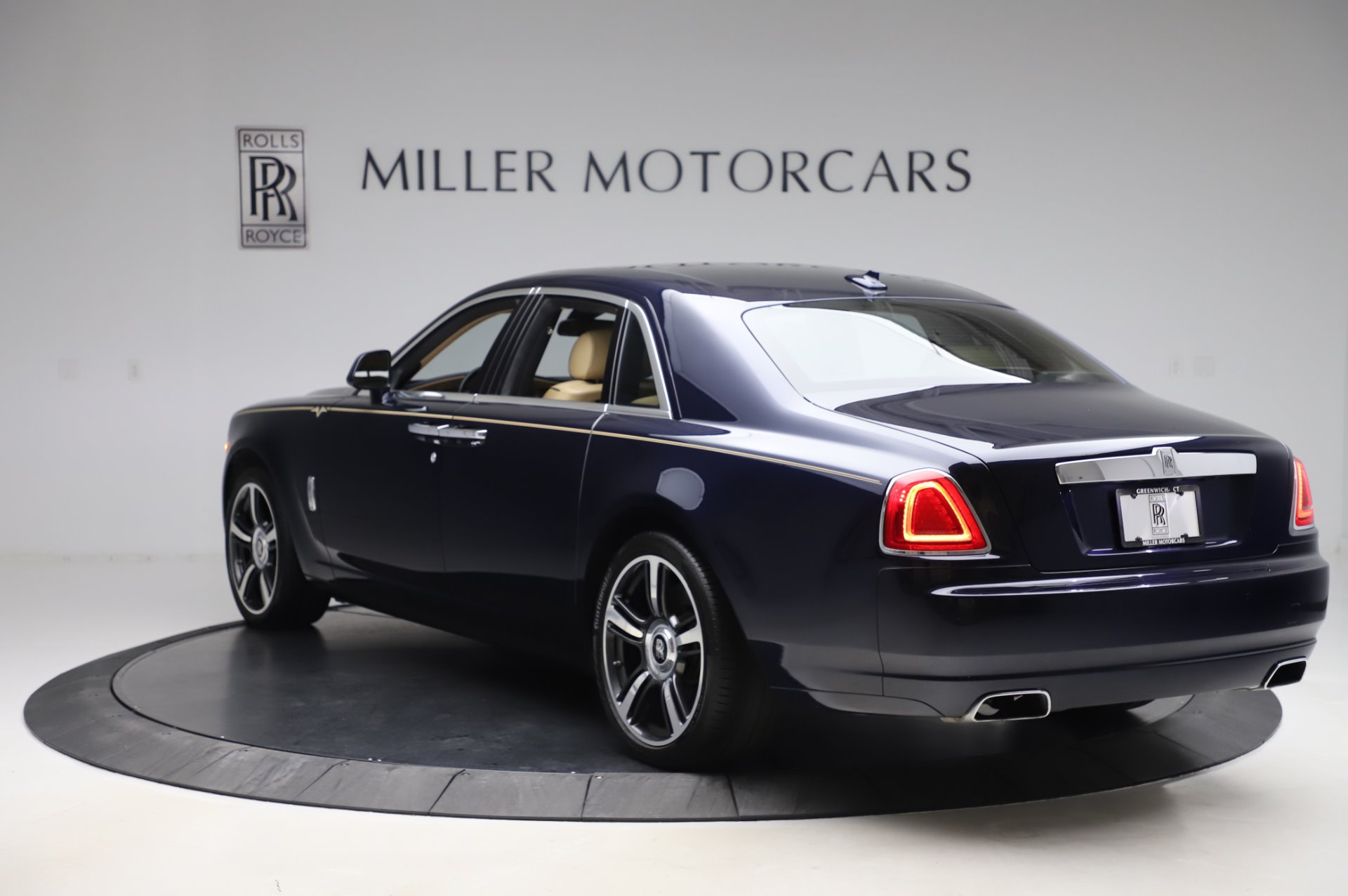 Used 2014 Rolls-Royce Ghost V-Spec For Sale In Greenwich, CT 858_p4