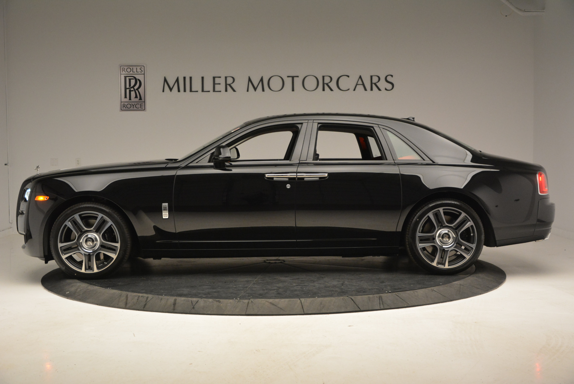 New 2017 Rolls-Royce Ghost  For Sale In Greenwich, CT 865_p4