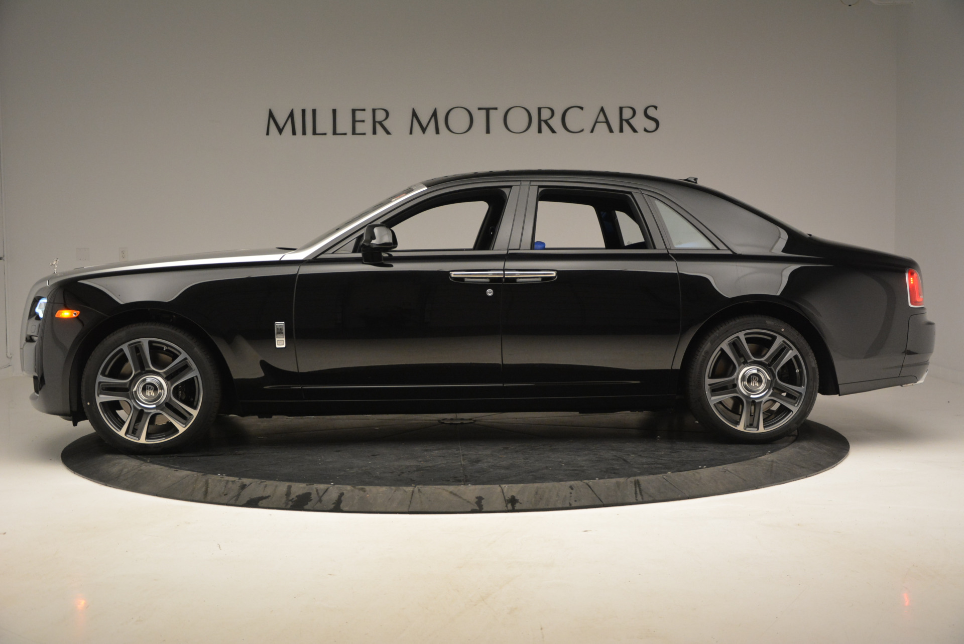 New 2017 Rolls-Royce Ghost  For Sale In Greenwich, CT 866_p4