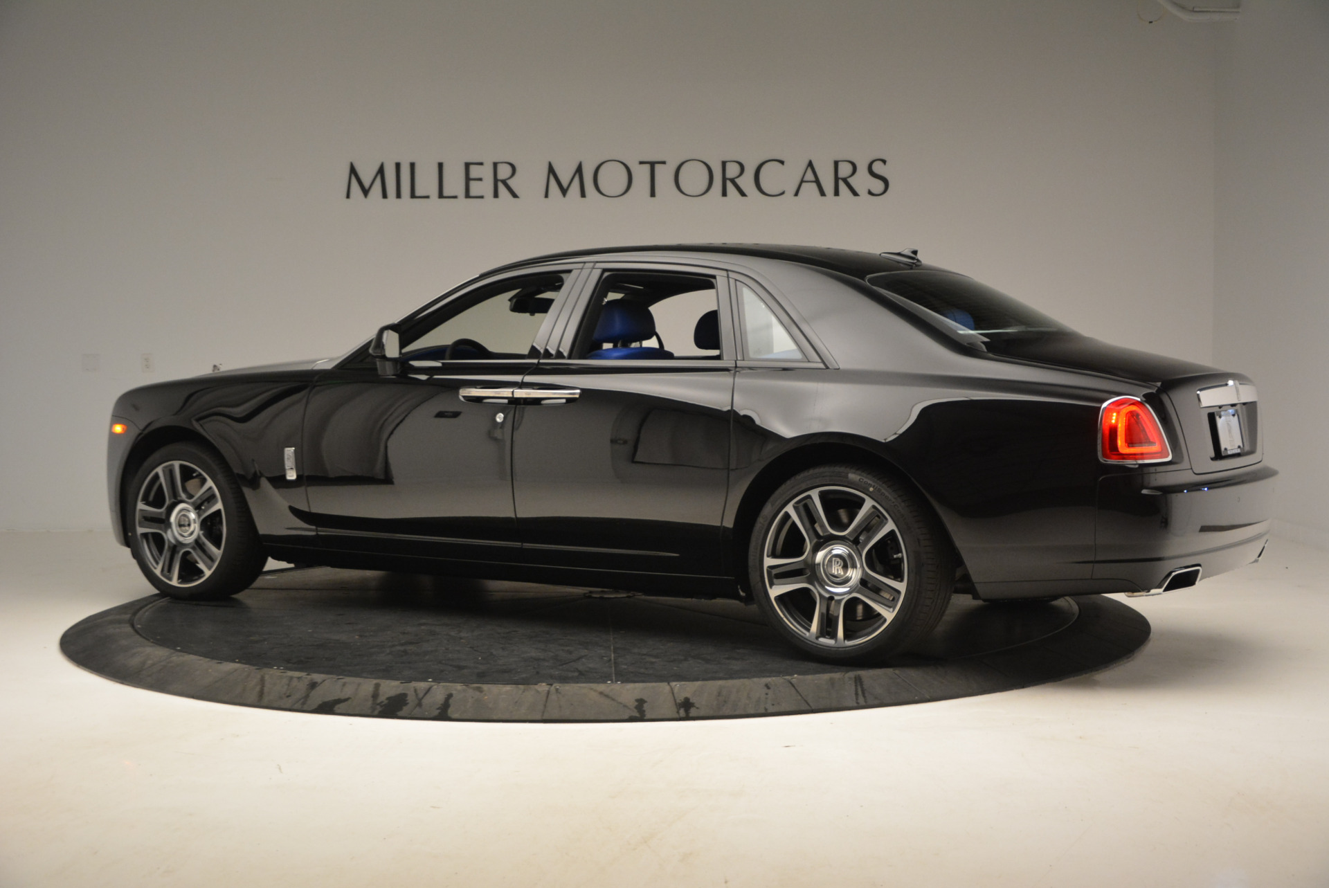 New 2017 Rolls-Royce Ghost  For Sale In Greenwich, CT 866_p5
