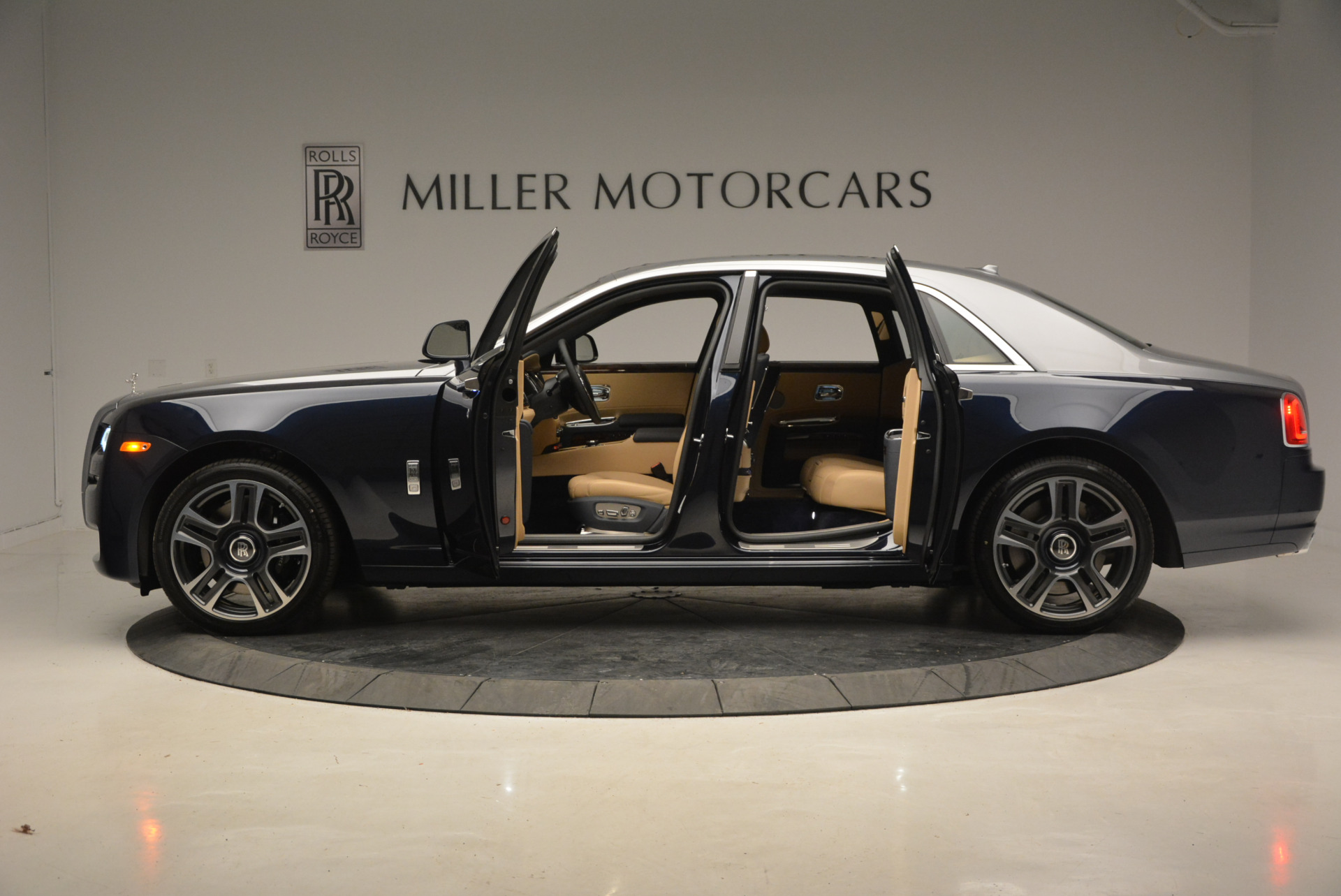 New 2017 Rolls-Royce Ghost  For Sale In Greenwich, CT 869_p15