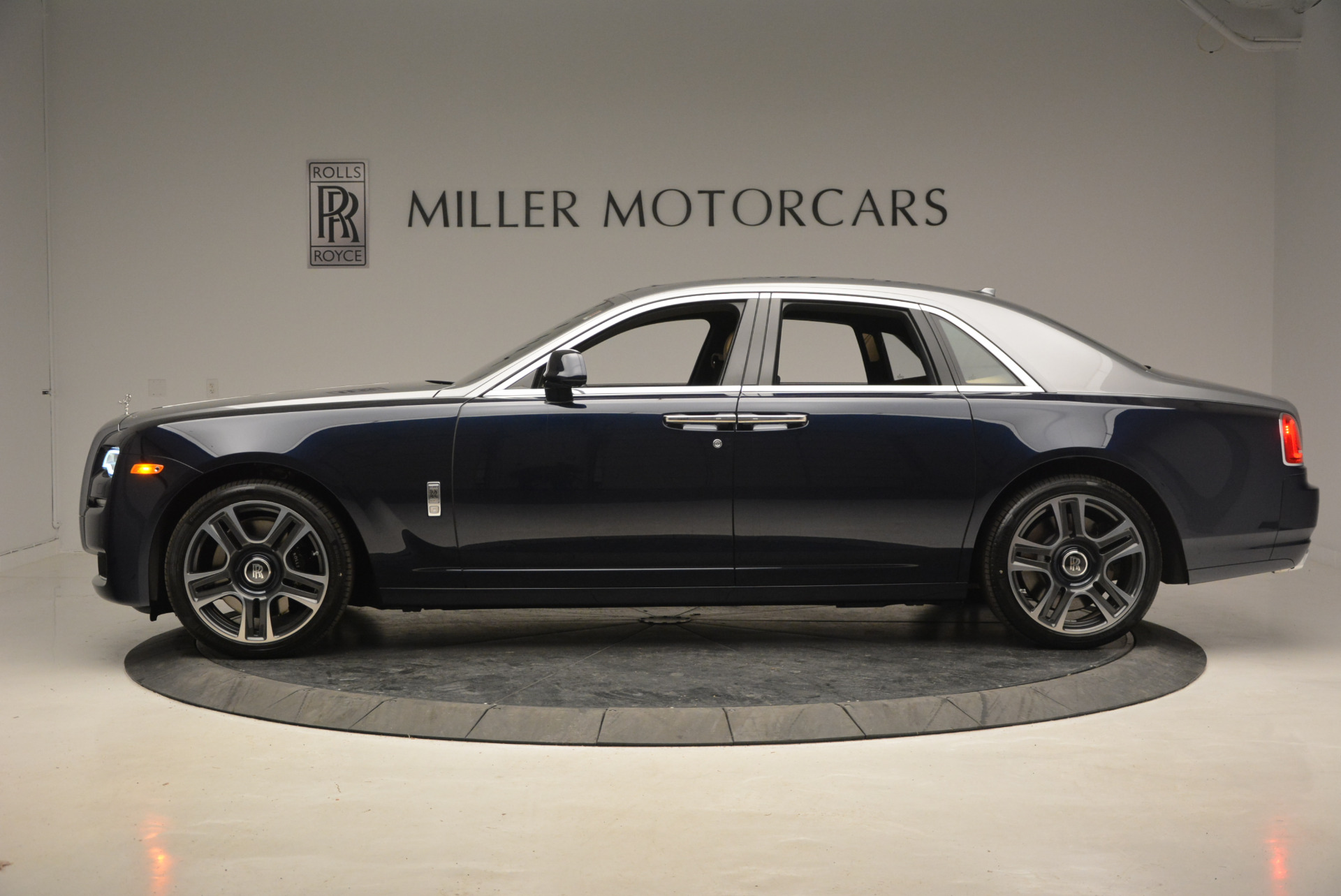 New 2017 Rolls-Royce Ghost  For Sale In Greenwich, CT 869_p3