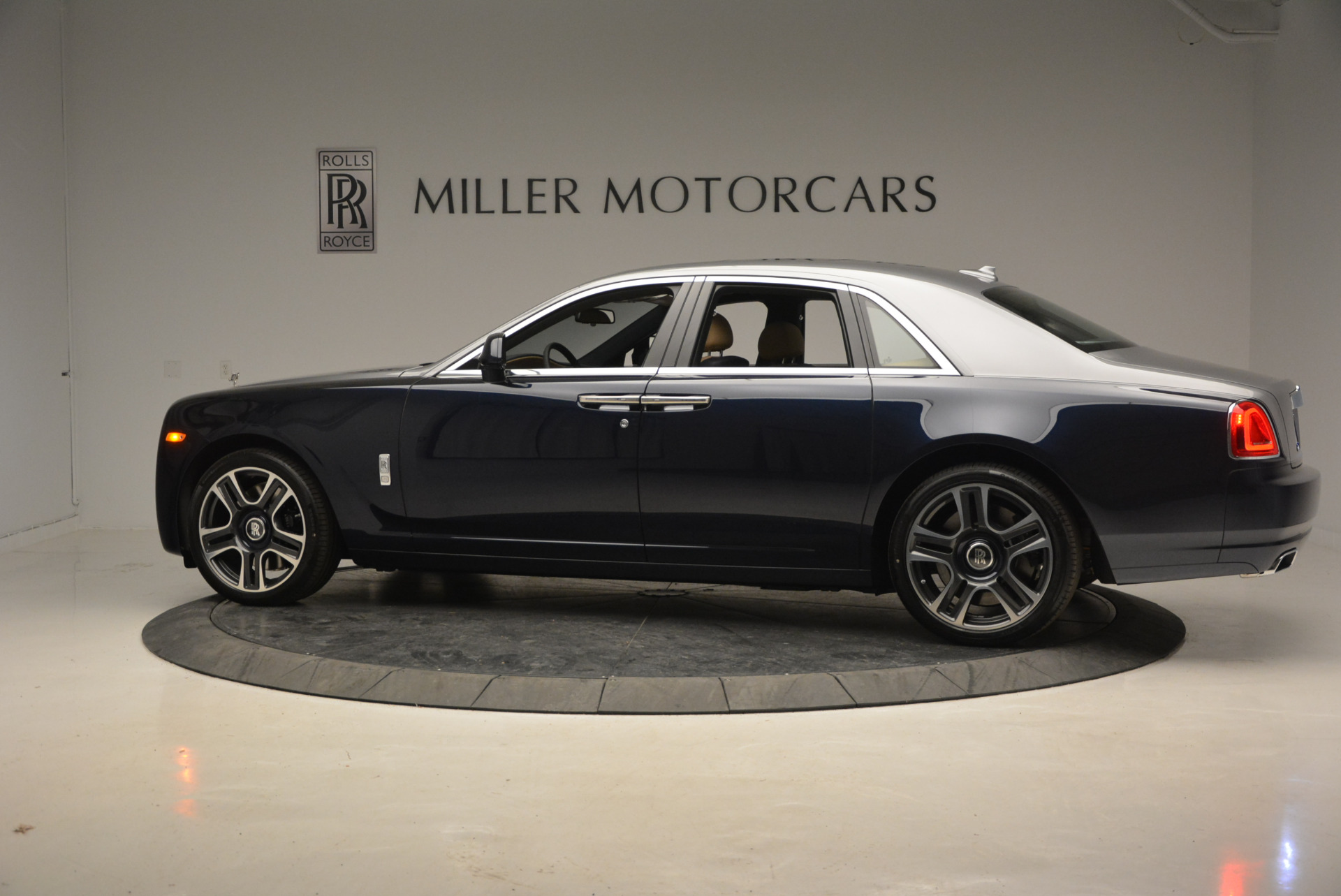 New 2017 Rolls-Royce Ghost  For Sale In Greenwich, CT 869_p4