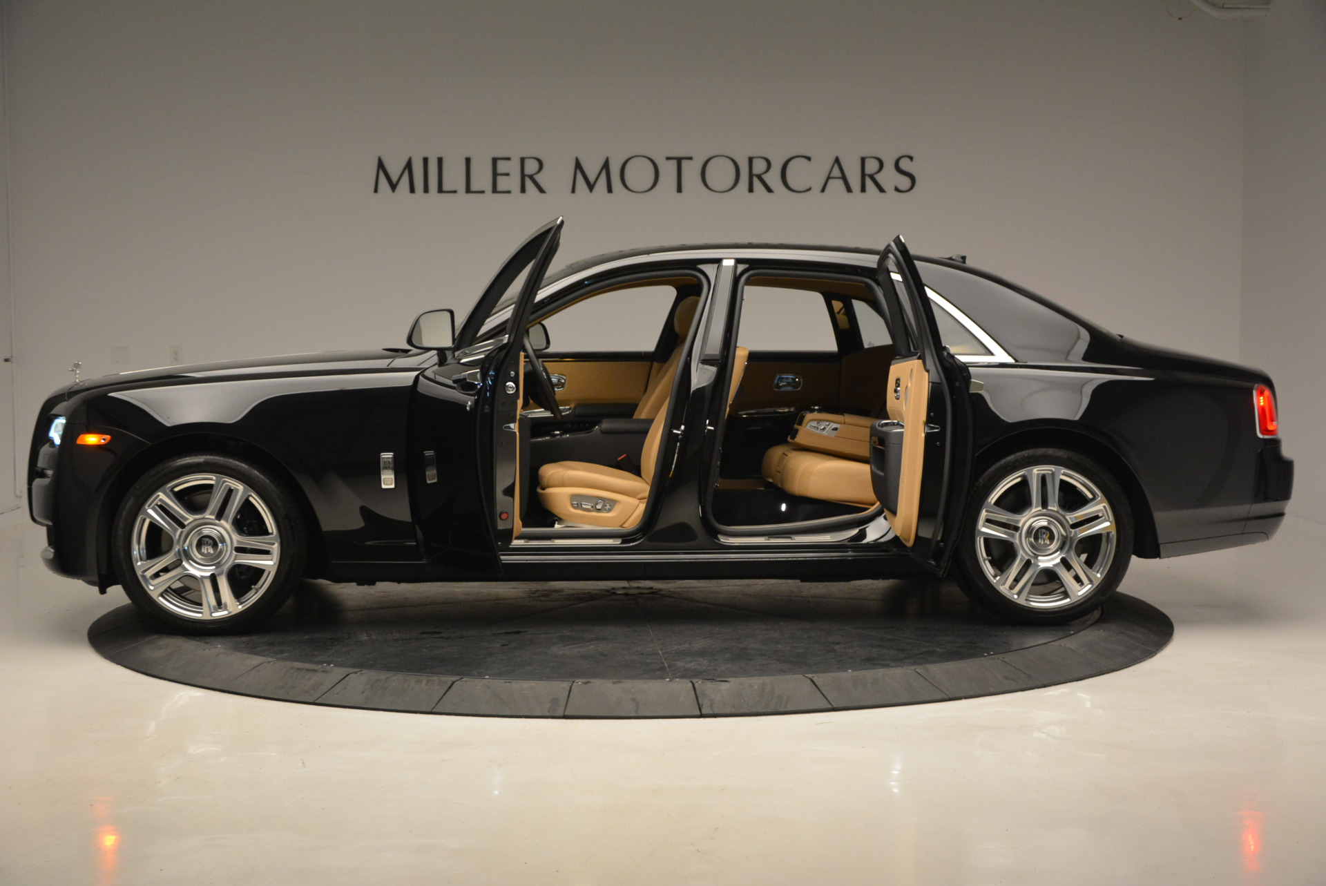 Used 2016 Rolls-Royce Ghost  For Sale In Greenwich, CT 898_p15