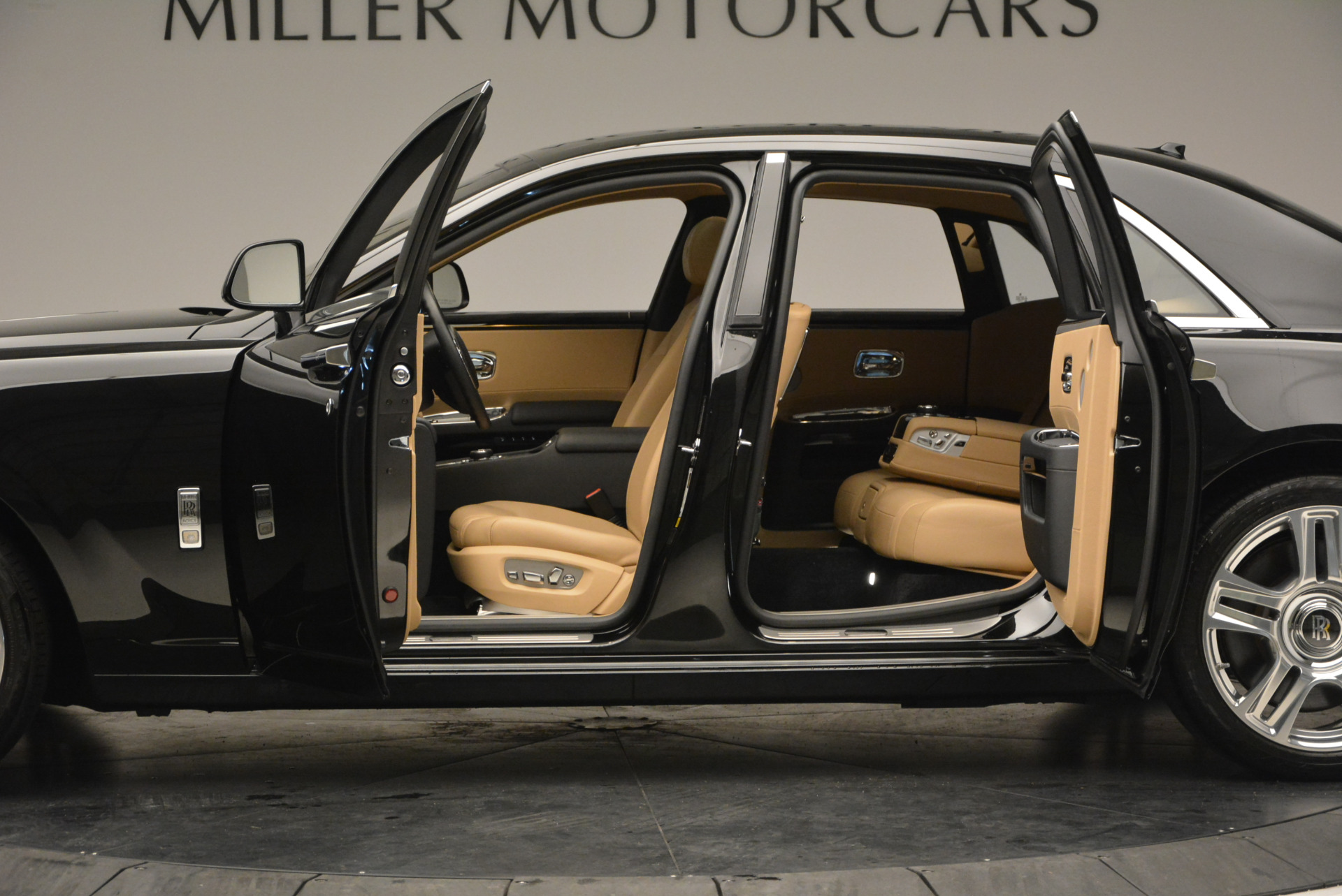 Used 2016 Rolls-Royce Ghost  For Sale In Greenwich, CT 898_p16