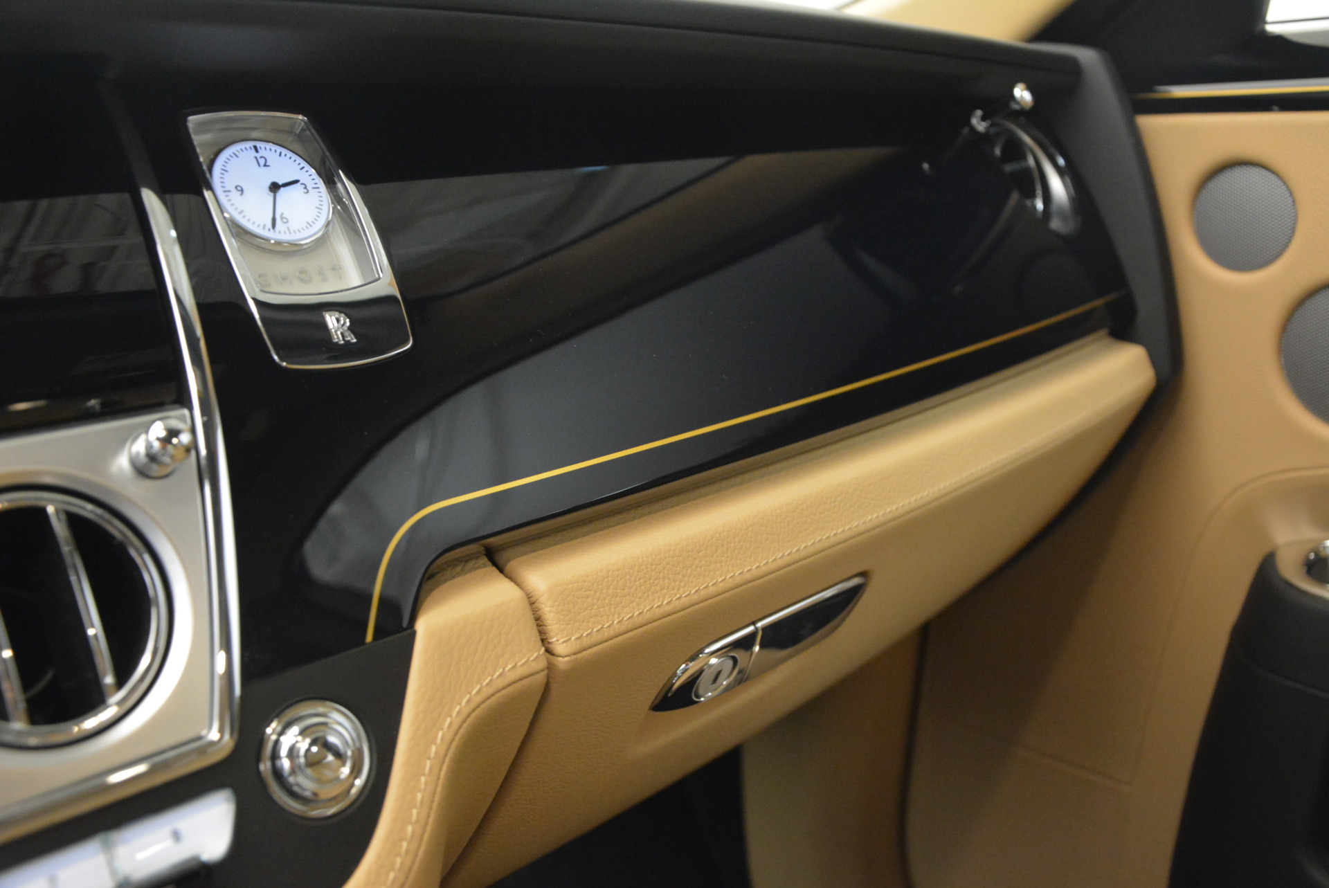 Used 2016 Rolls-Royce Ghost  For Sale In Greenwich, CT 898_p25
