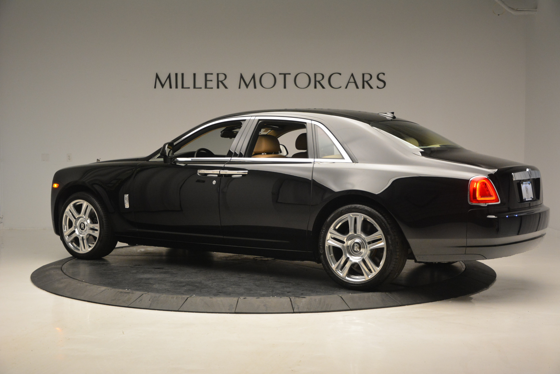 Used 2016 Rolls-Royce Ghost  For Sale In Greenwich, CT 898_p5