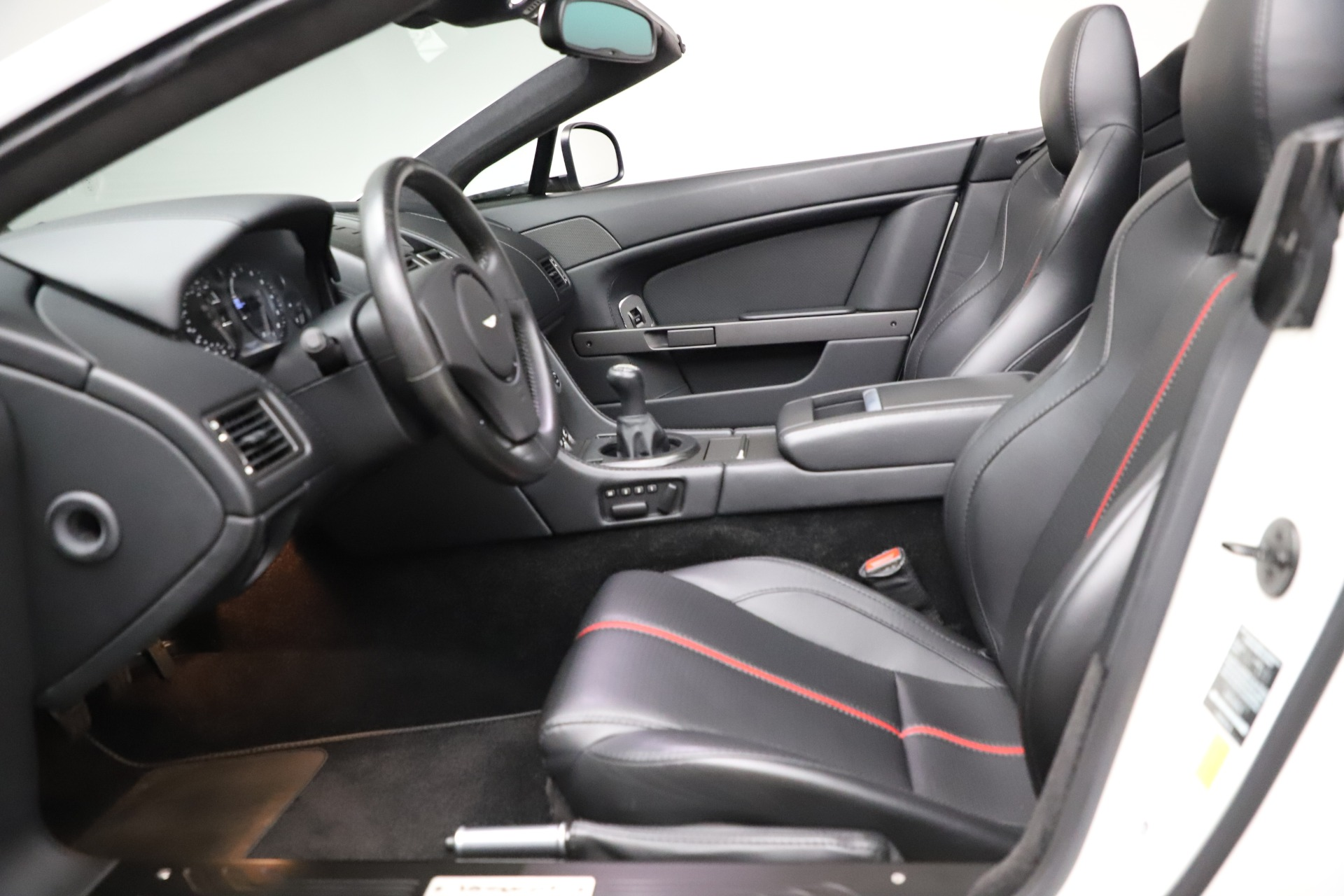 New 2015 Aston Martin Vantage GT GT Roadster For Sale In Greenwich, CT 93_p15