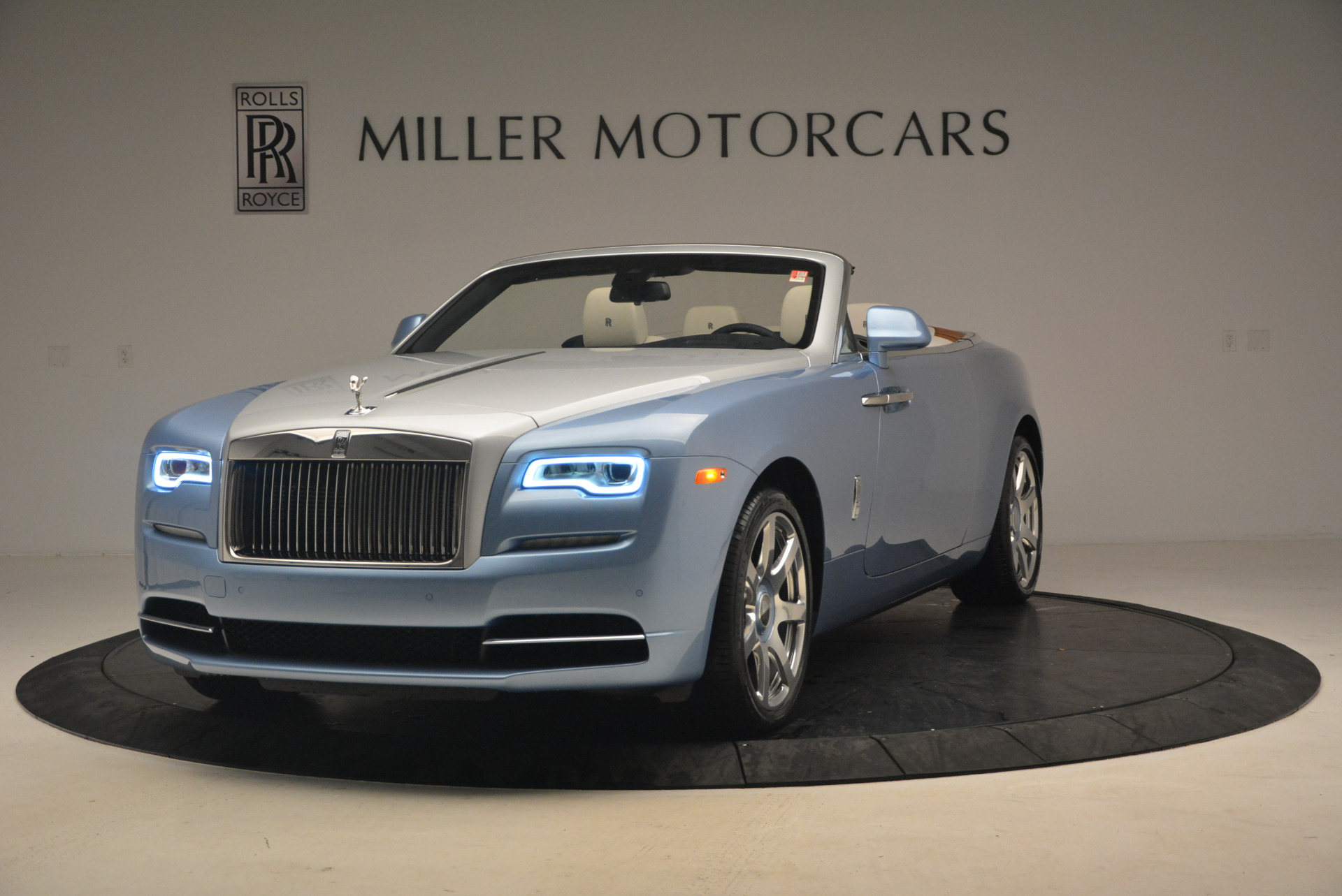 New 2017 Rolls-Royce Dawn  For Sale In Greenwich, CT 937_main