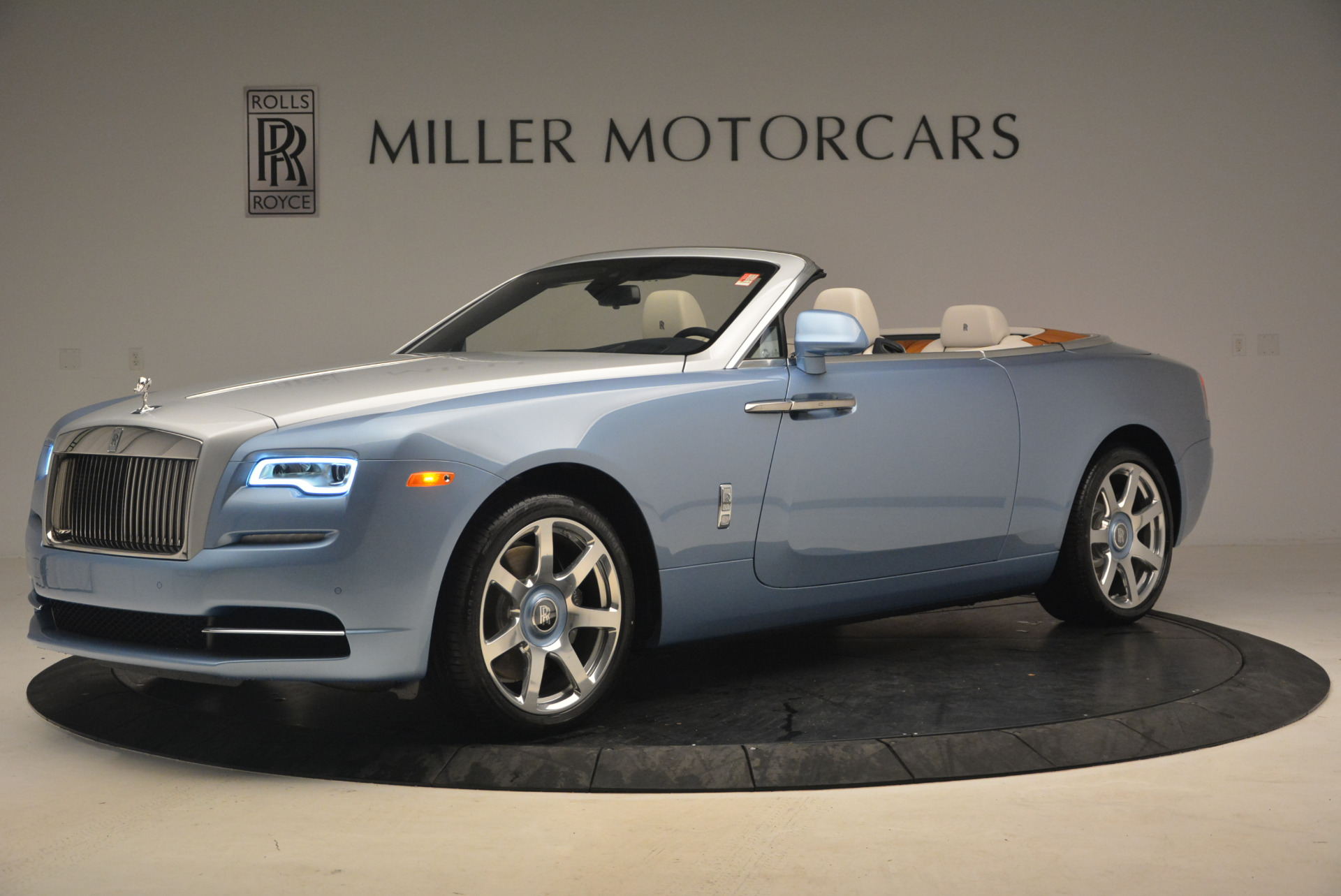 New 2017 Rolls-Royce Dawn  For Sale In Greenwich, CT 937_p2