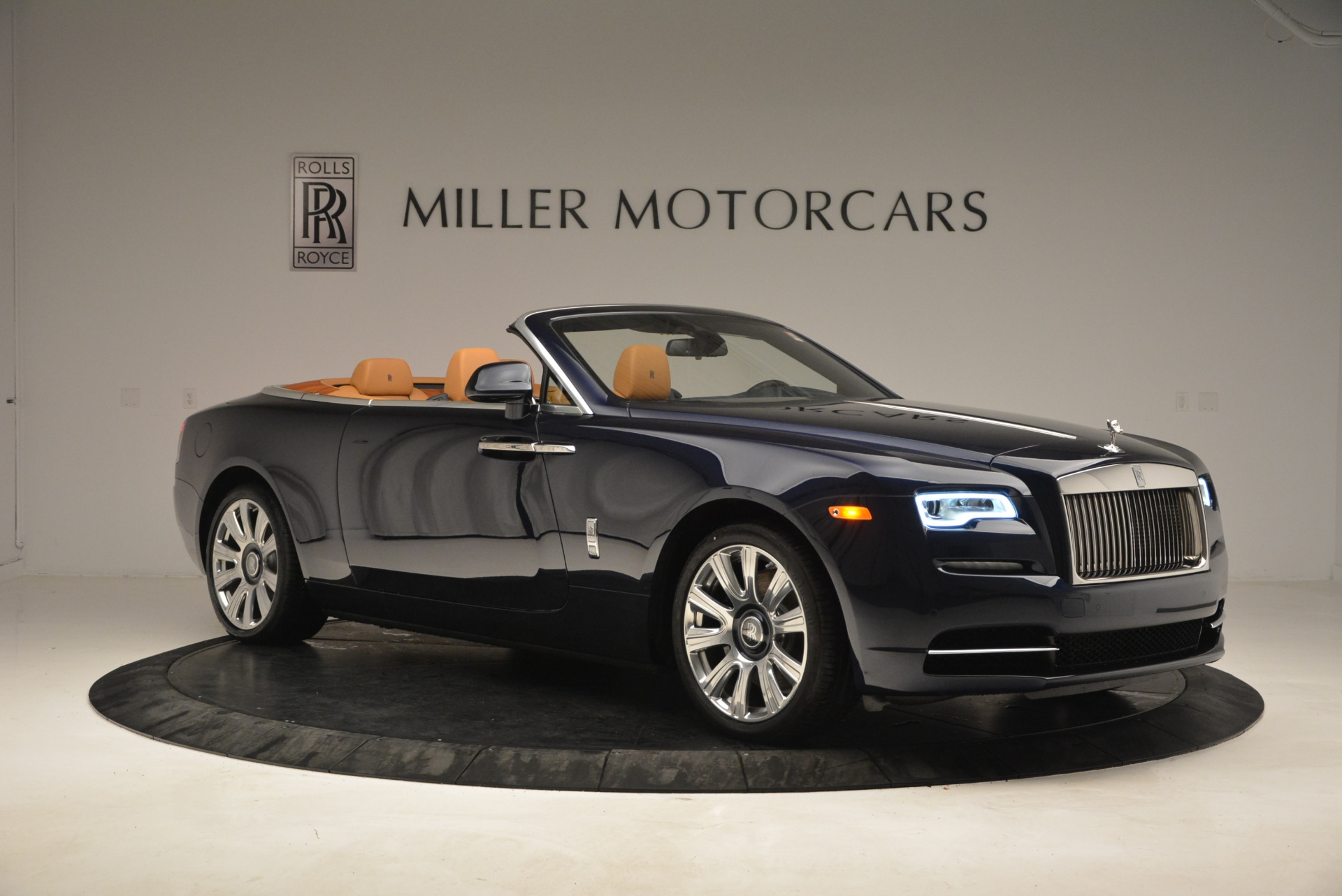 New 2017 Rolls-Royce Dawn  For Sale In Greenwich, CT 939_p11