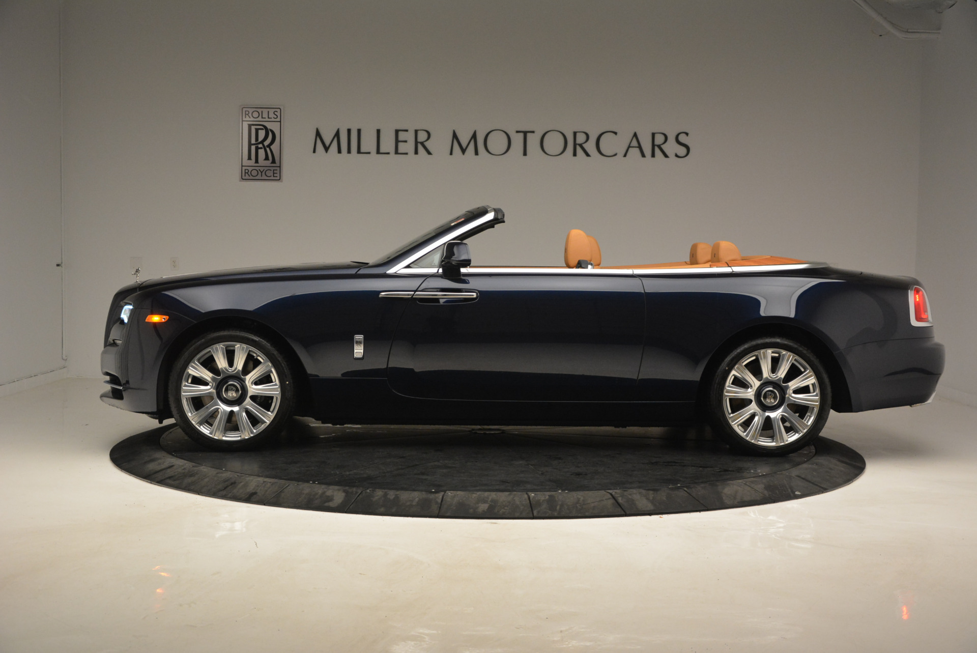 New 2017 Rolls-Royce Dawn  For Sale In Greenwich, CT 939_p3