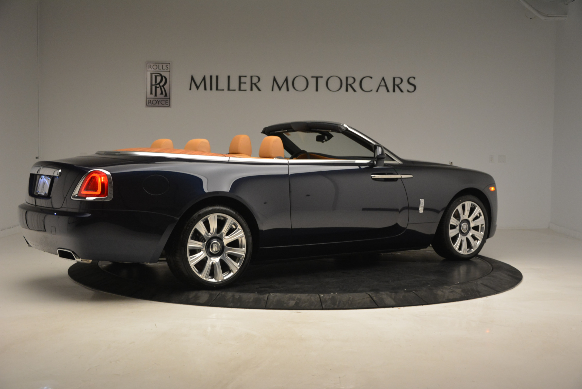 New 2017 Rolls-Royce Dawn  For Sale In Greenwich, CT 939_p8
