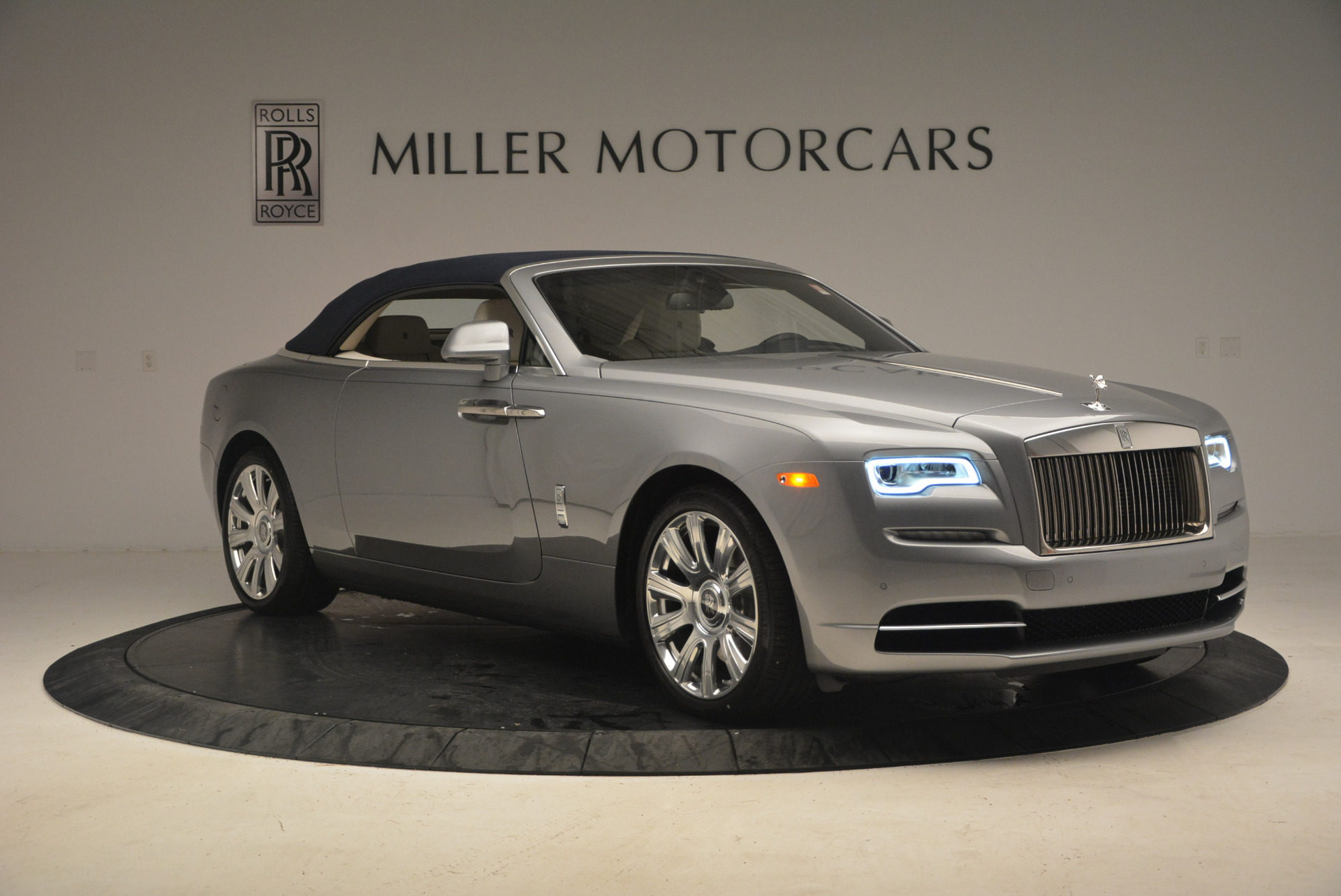 Used 2017 Rolls-Royce Dawn  For Sale In Greenwich, CT 940_p23
