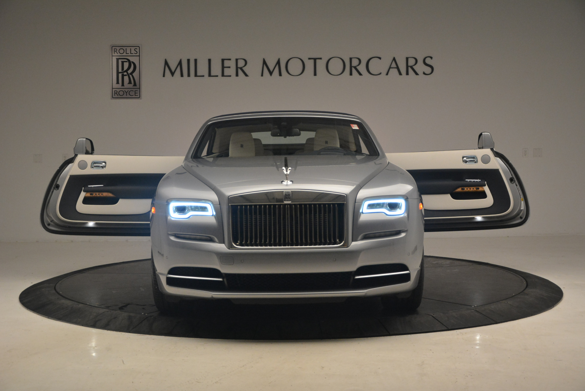 Used 2017 Rolls-Royce Dawn  For Sale In Greenwich, CT 940_p24