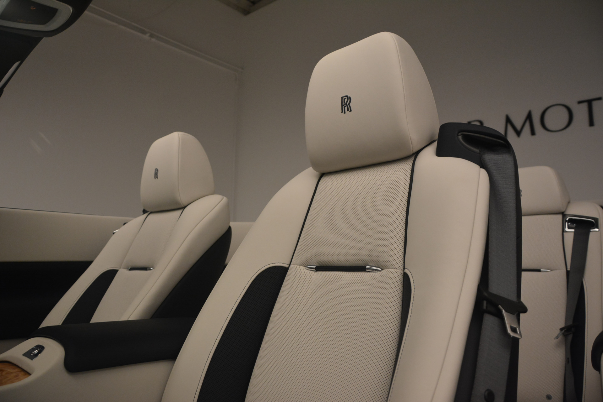 Used 2017 Rolls-Royce Dawn  For Sale In Greenwich, CT 940_p27