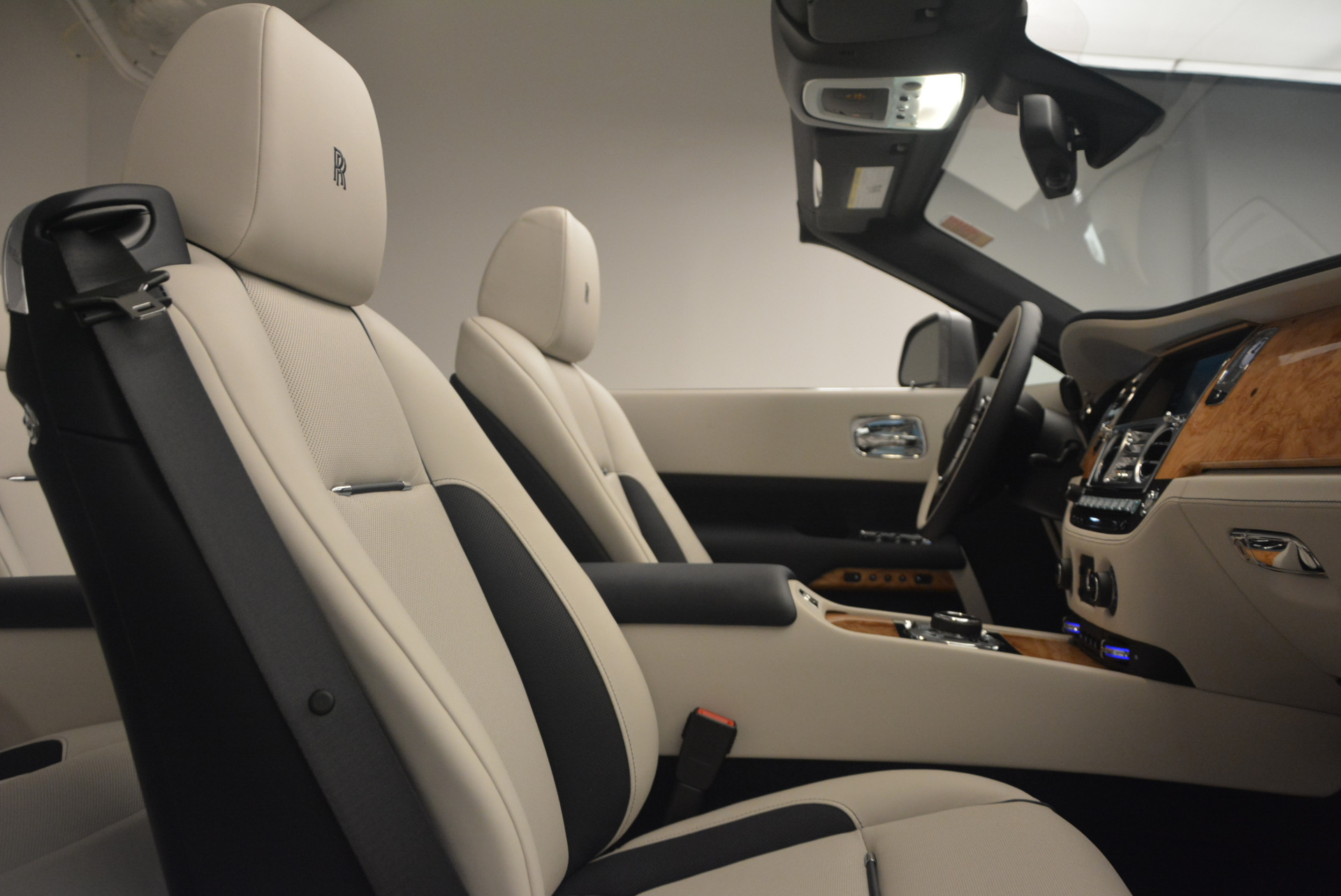 Used 2017 Rolls-Royce Dawn  For Sale In Greenwich, CT 940_p35