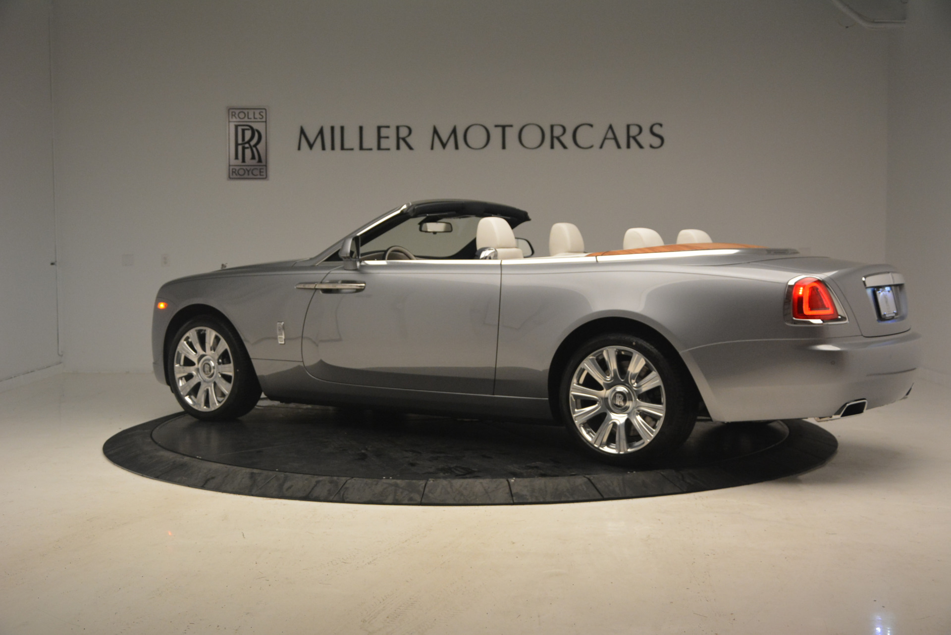 Used 2017 Rolls-Royce Dawn  For Sale In Greenwich, CT 940_p4