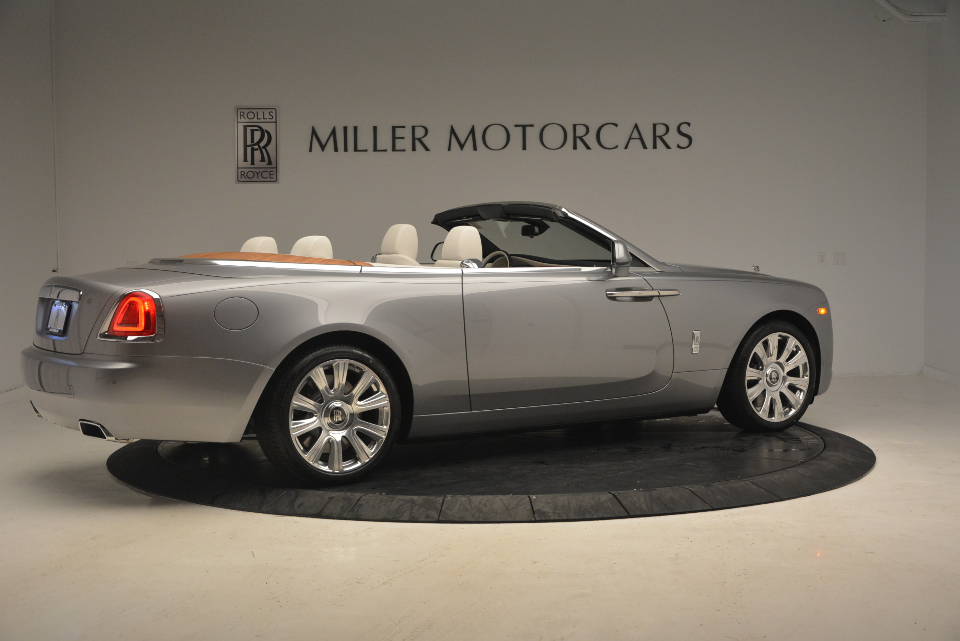 Used 2017 Rolls-Royce Dawn  For Sale In Greenwich, CT 940_p8