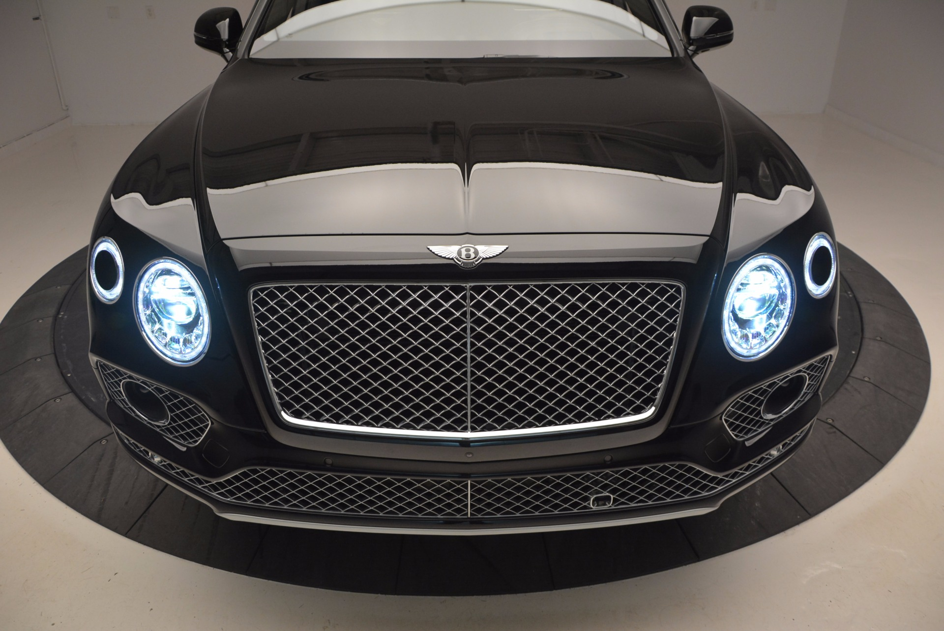 New 2017 Bentley Bentayga  For Sale In Greenwich, CT 941_p16