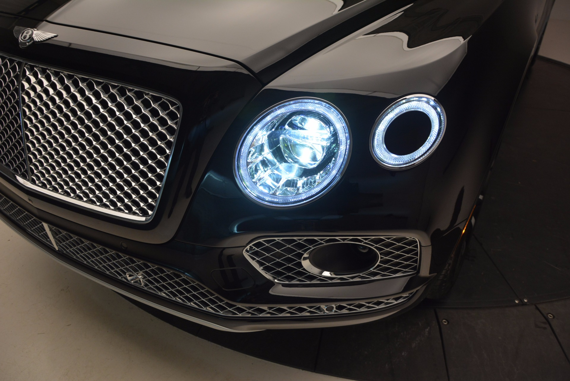 New 2017 Bentley Bentayga  For Sale In Greenwich, CT 941_p17