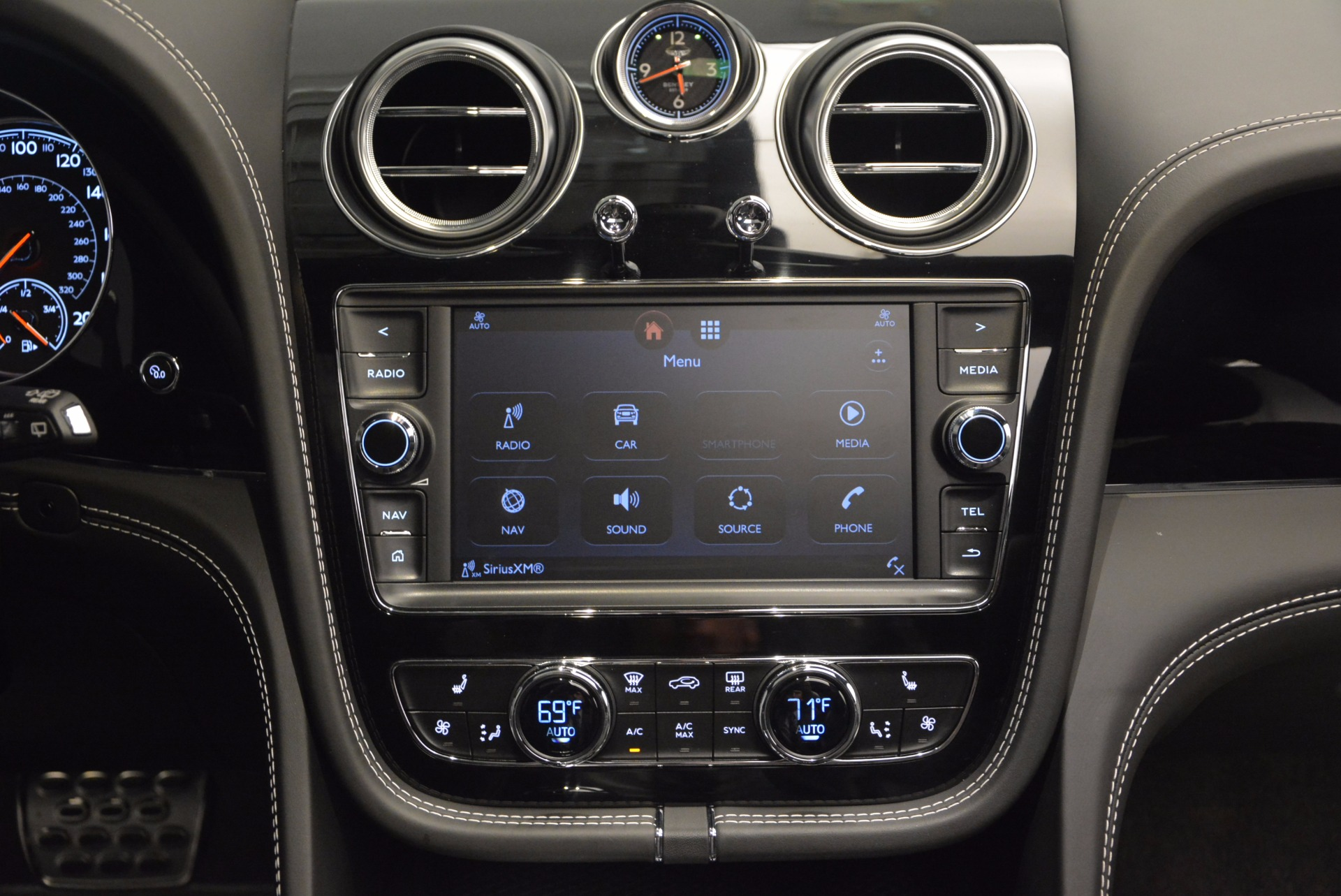 New 2017 Bentley Bentayga  For Sale In Greenwich, CT 941_p42