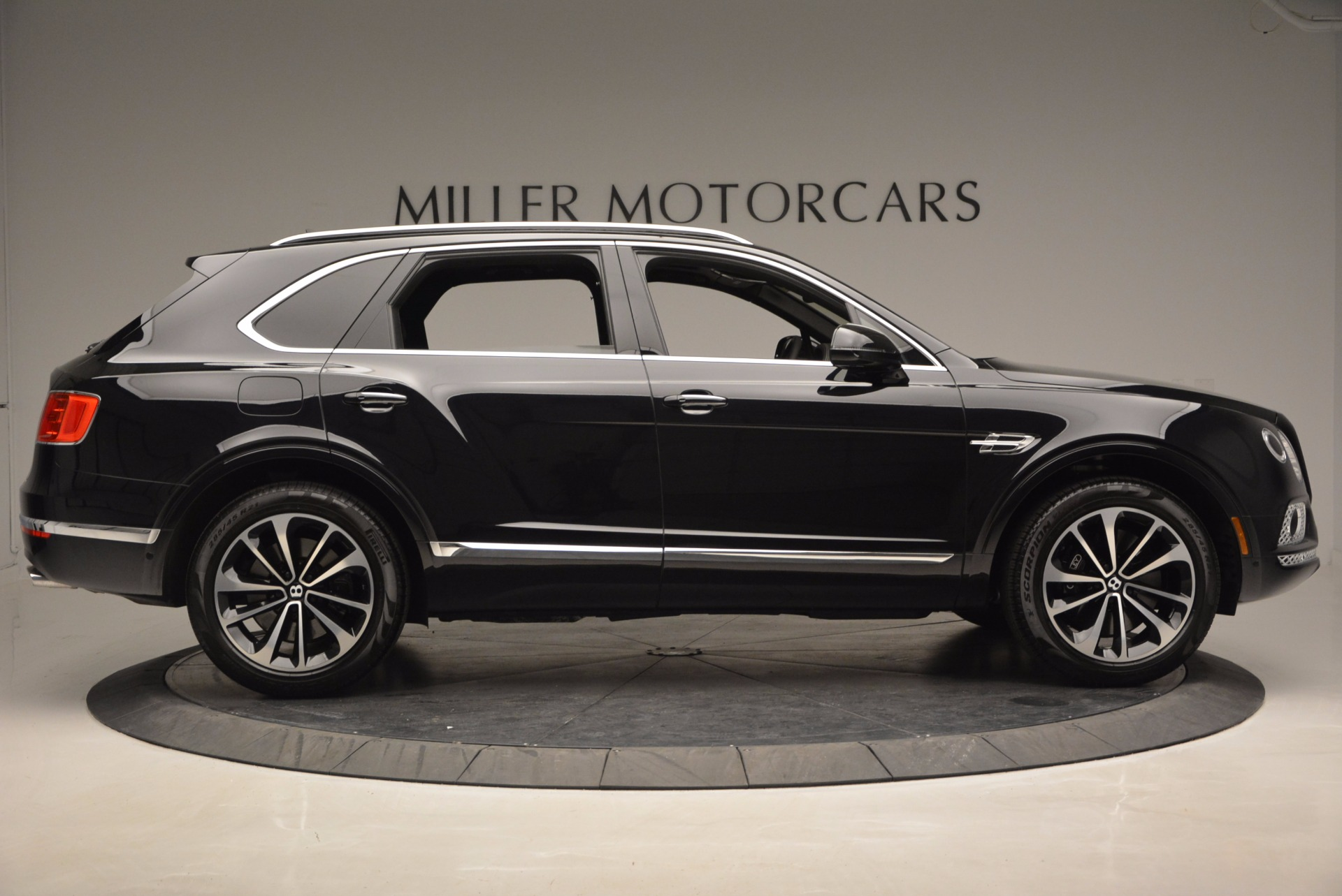New 2017 Bentley Bentayga  For Sale In Greenwich, CT 941_p9