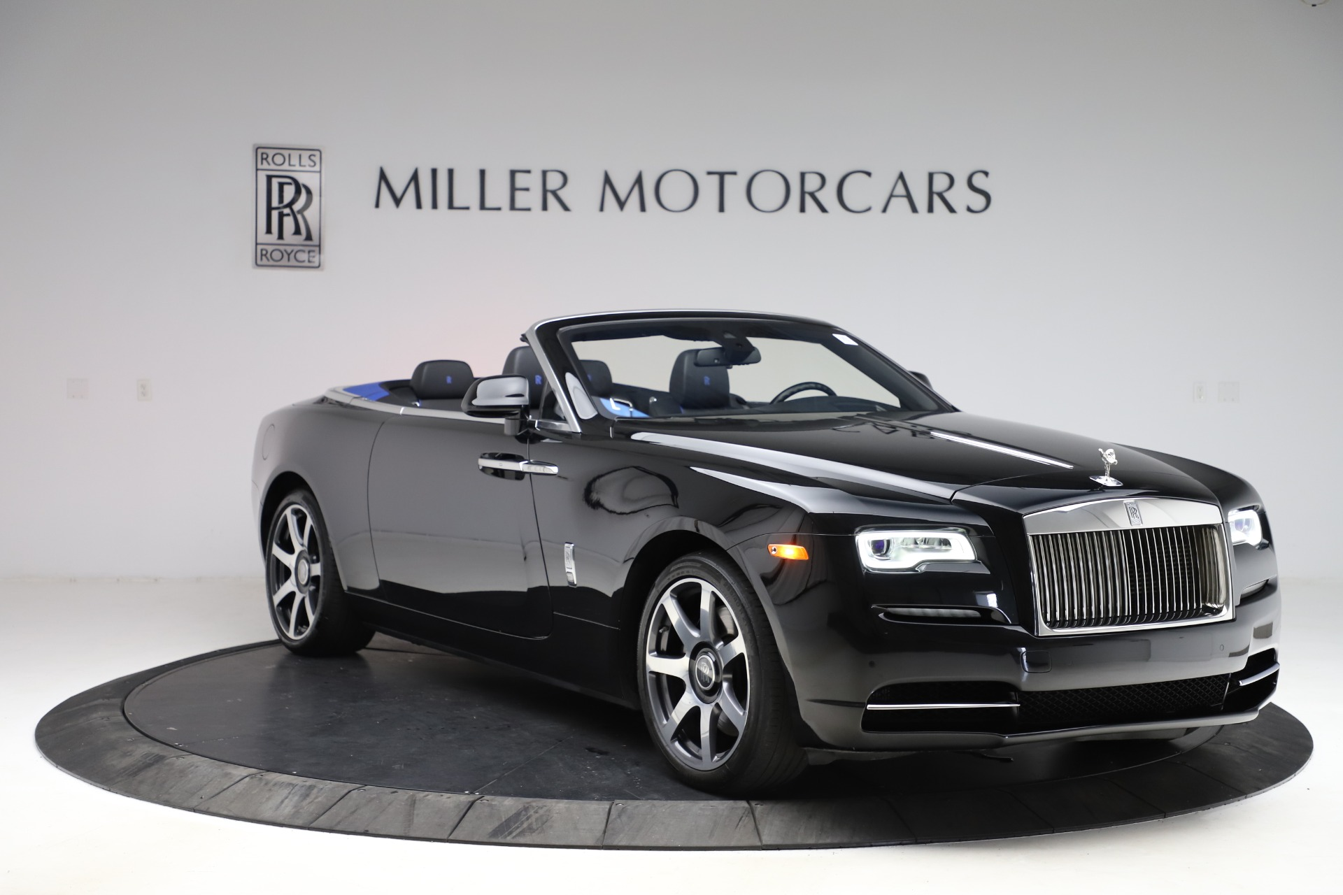 New 2017 Rolls-Royce Dawn  For Sale In Greenwich, CT 955_p12
