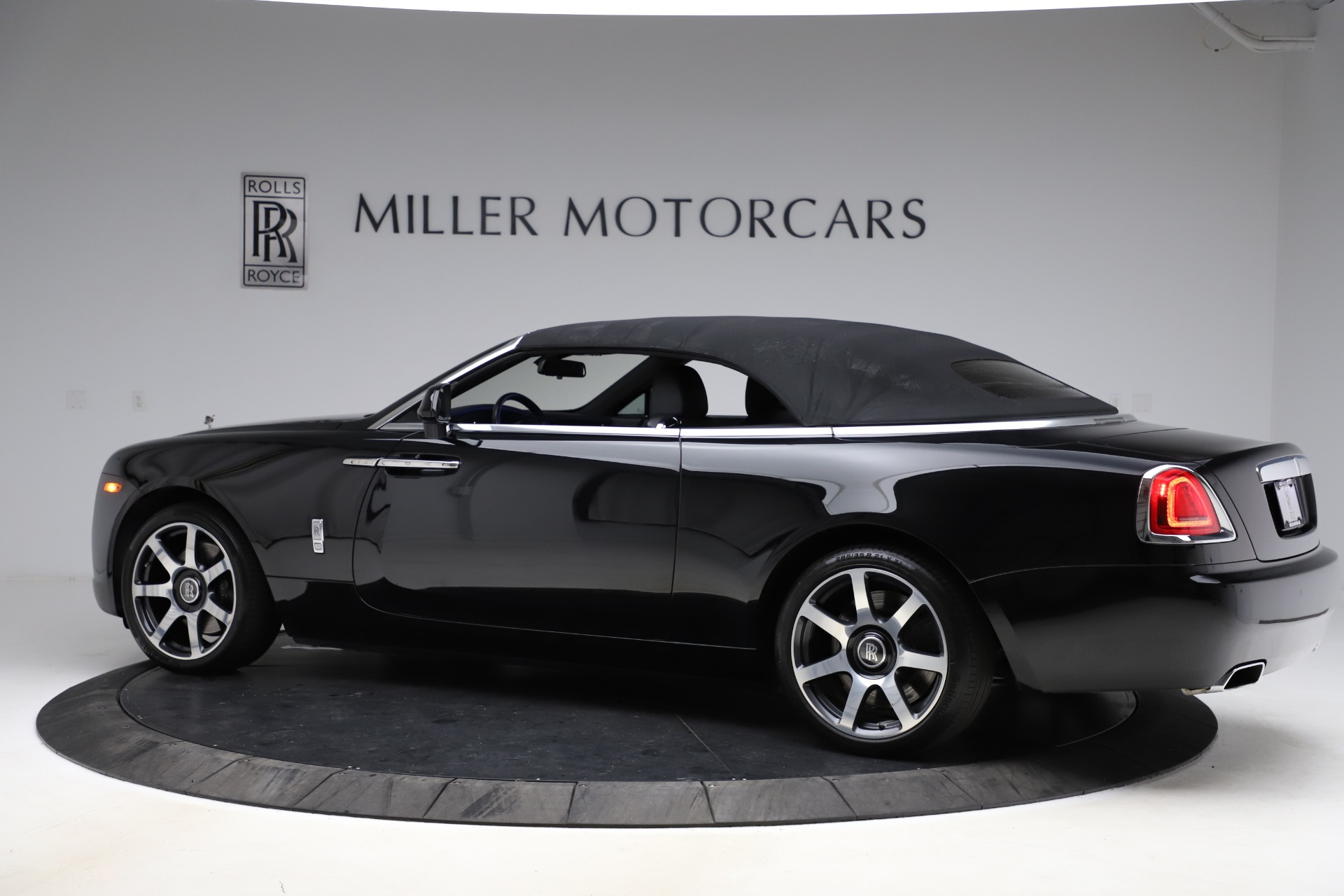 New 2017 Rolls-Royce Dawn  For Sale In Greenwich, CT 955_p18