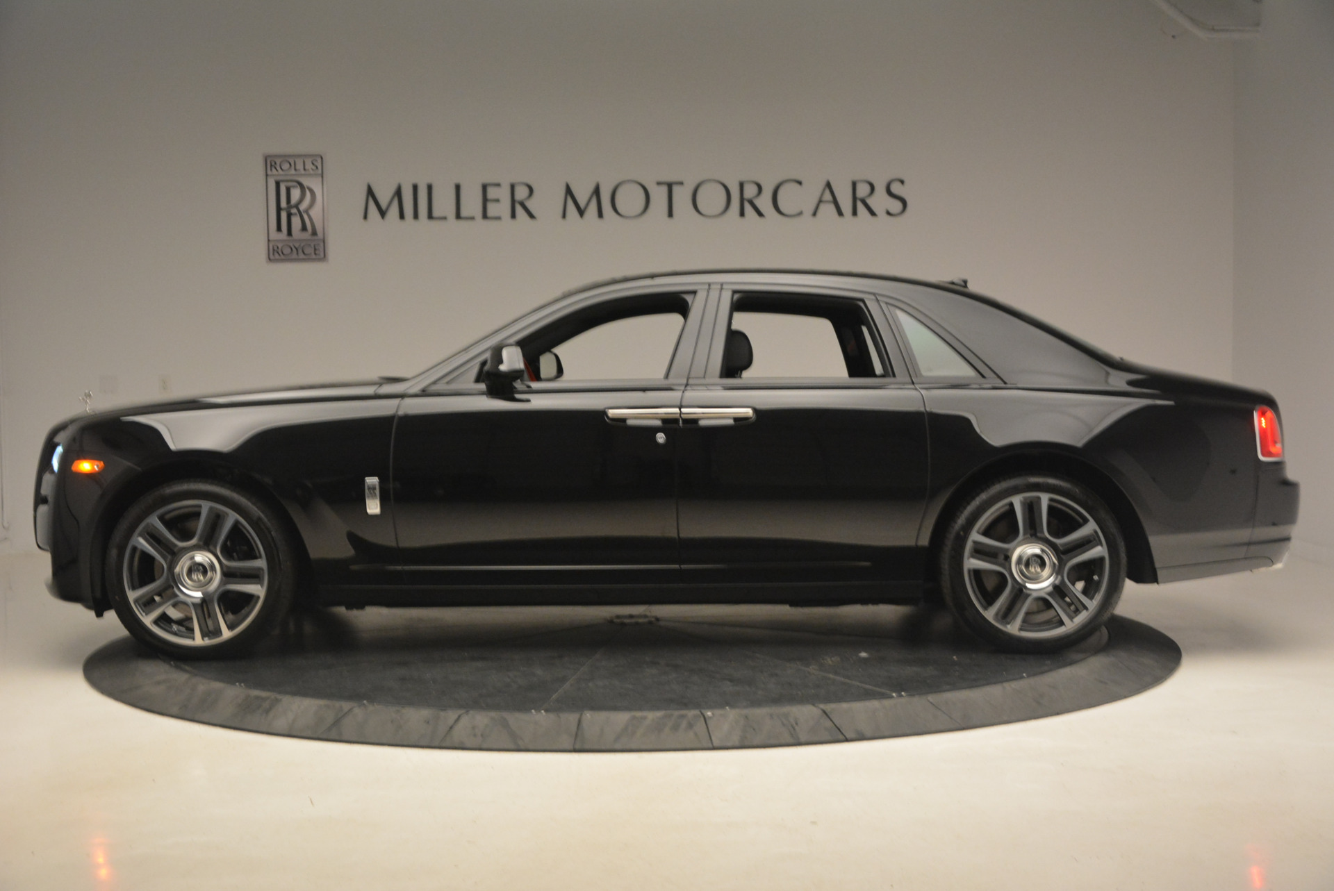 New 2017 Rolls-Royce Ghost  For Sale In Greenwich, CT 963_p3
