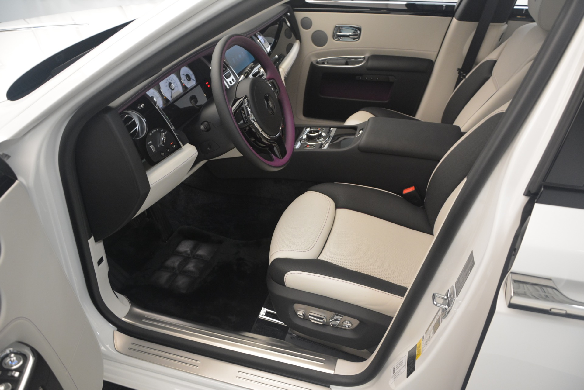 Used 2017 Rolls-Royce Ghost  For Sale In Greenwich, CT 971_p18