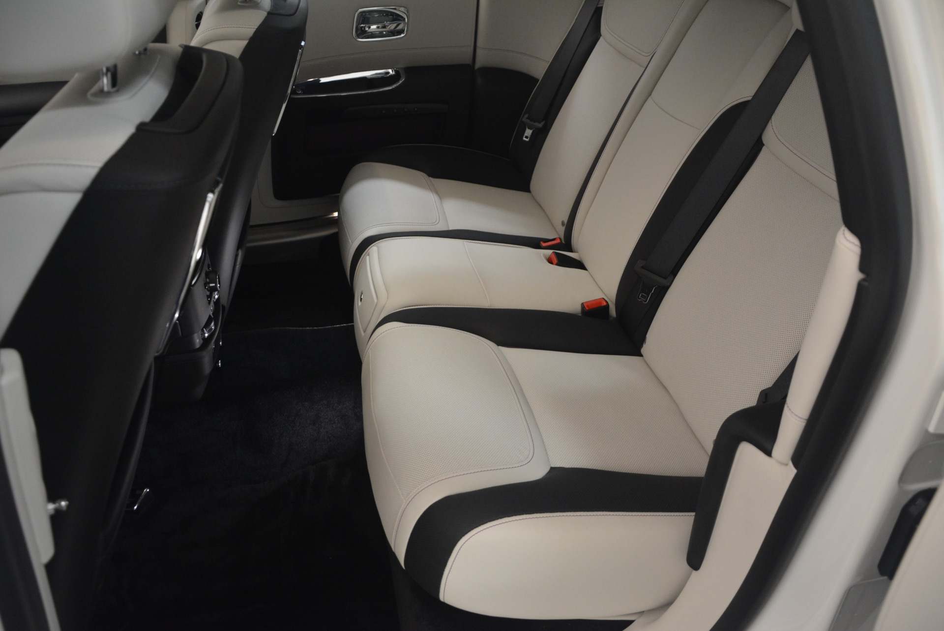Used 2017 Rolls-Royce Ghost  For Sale In Greenwich, CT 971_p32