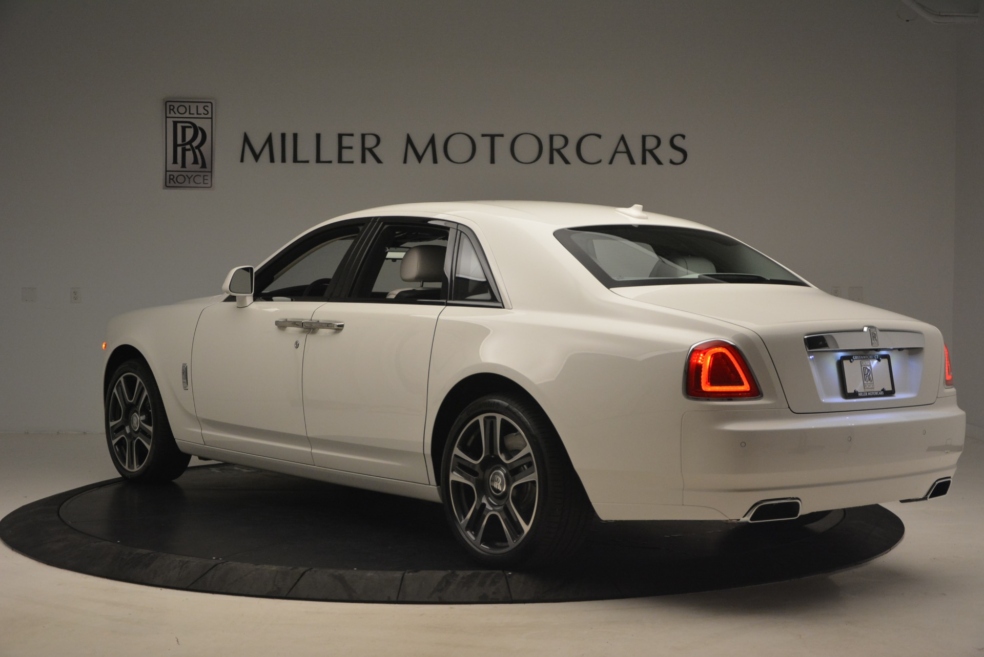 Used 2017 Rolls-Royce Ghost  For Sale In Greenwich, CT 971_p5