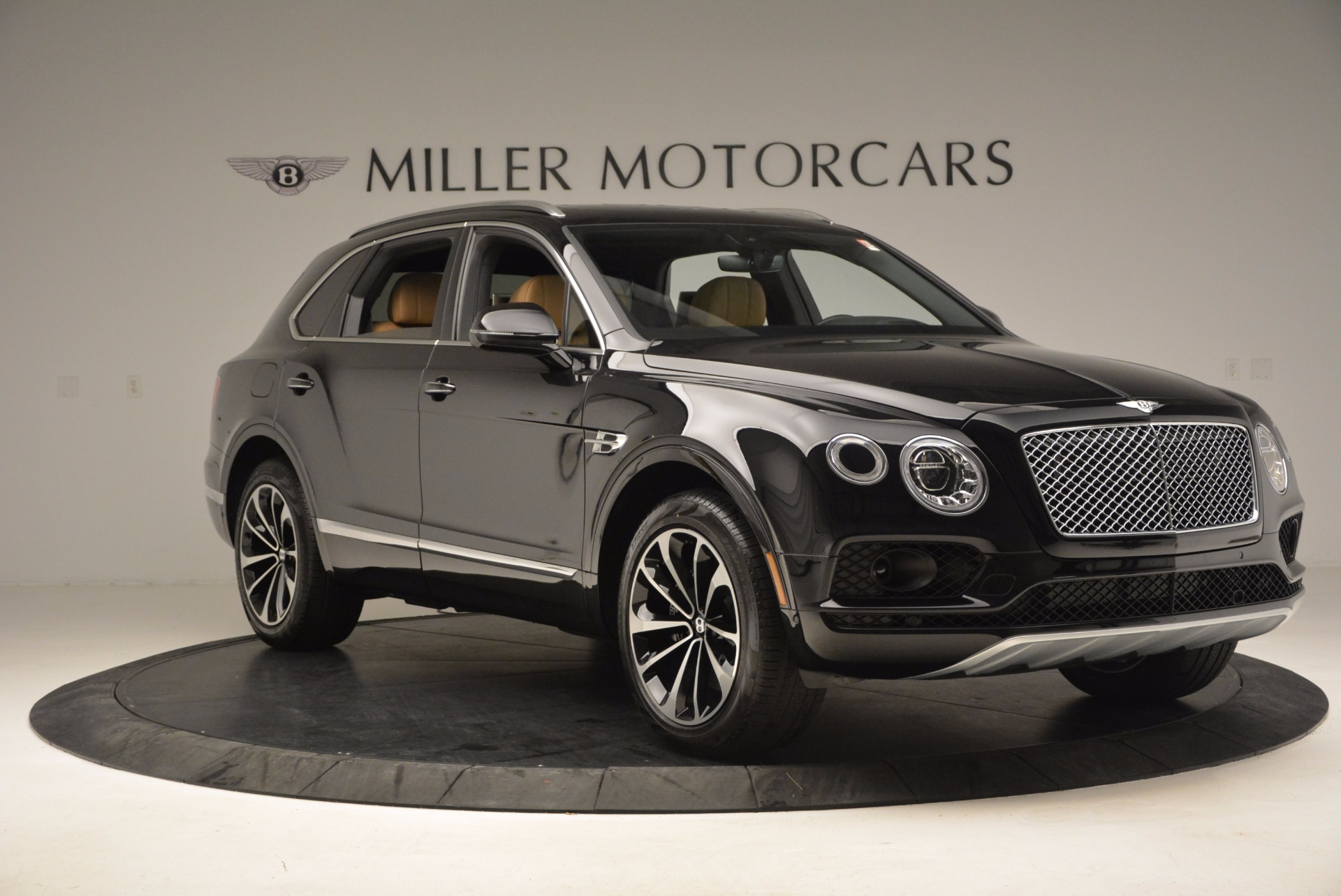 Used 2017 Bentley Bentayga  For Sale In Greenwich, CT 989_p11