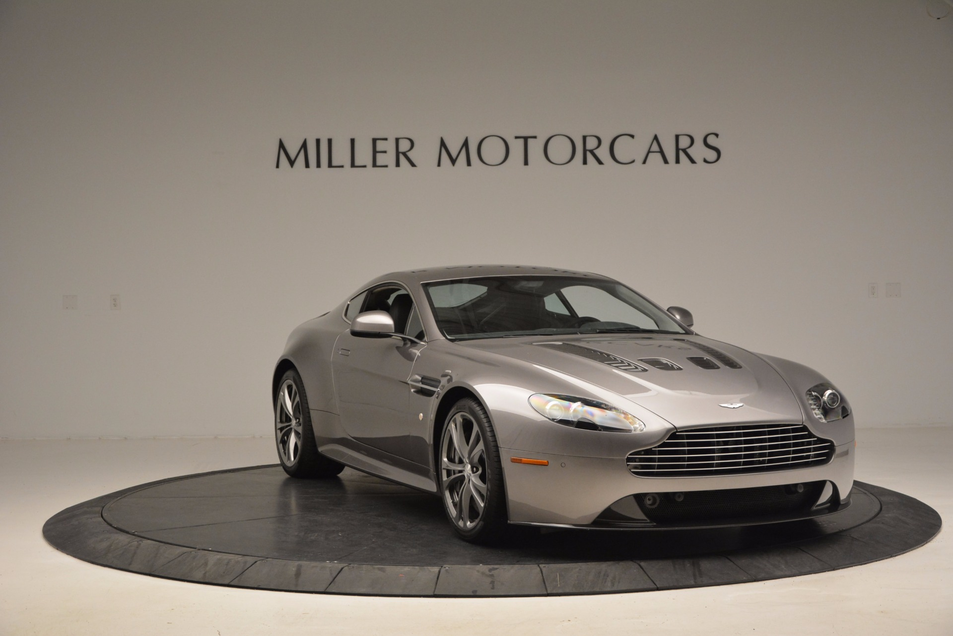 Used 2012 Aston Martin V12 Vantage  For Sale In Greenwich, CT 994_p11