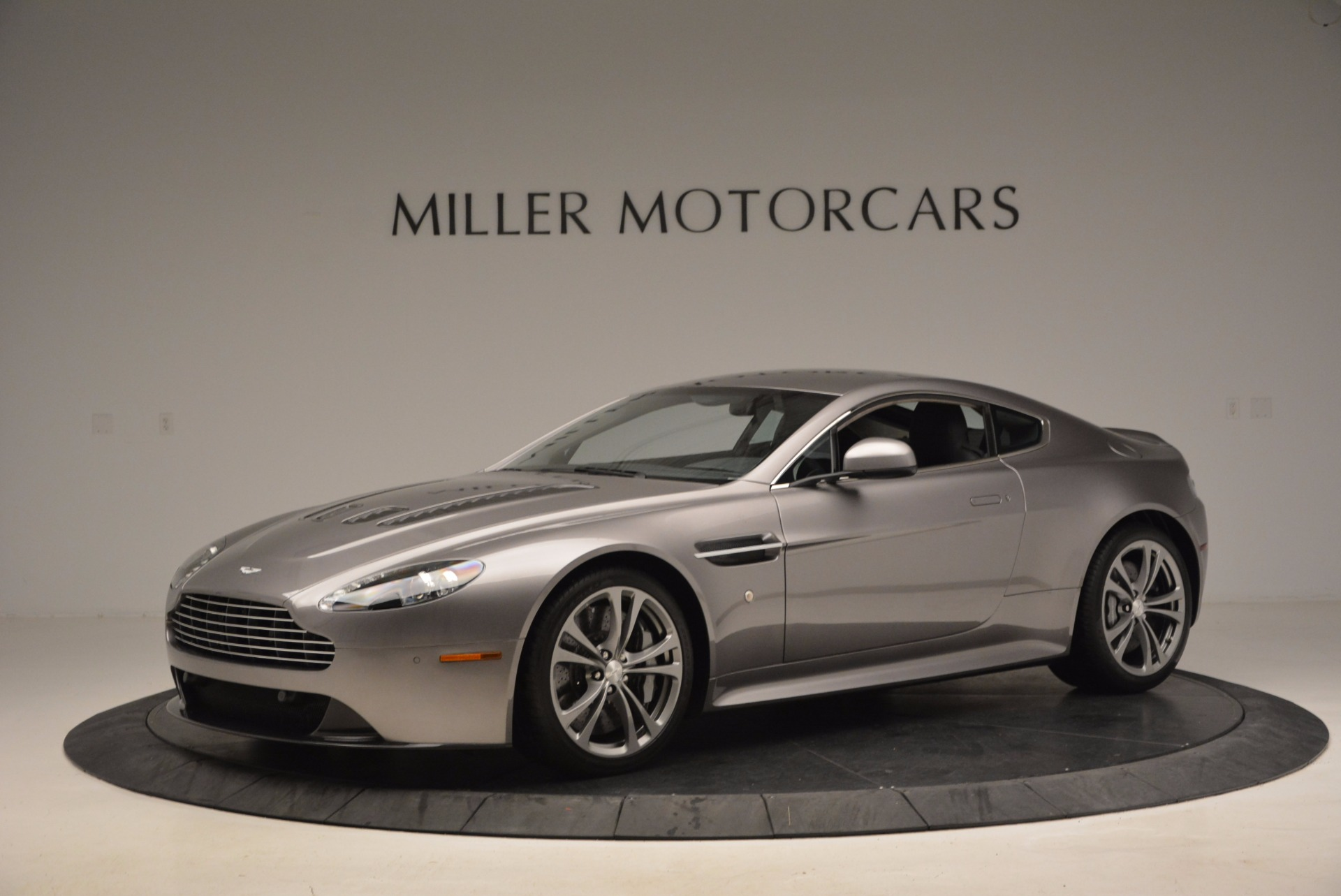 Used 2012 Aston Martin V12 Vantage  For Sale In Greenwich, CT 994_p2