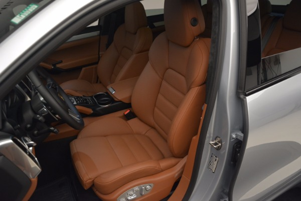 Used 2016 Porsche Cayenne Turbo for sale Sold at Bentley Greenwich in Greenwich CT 06830 18