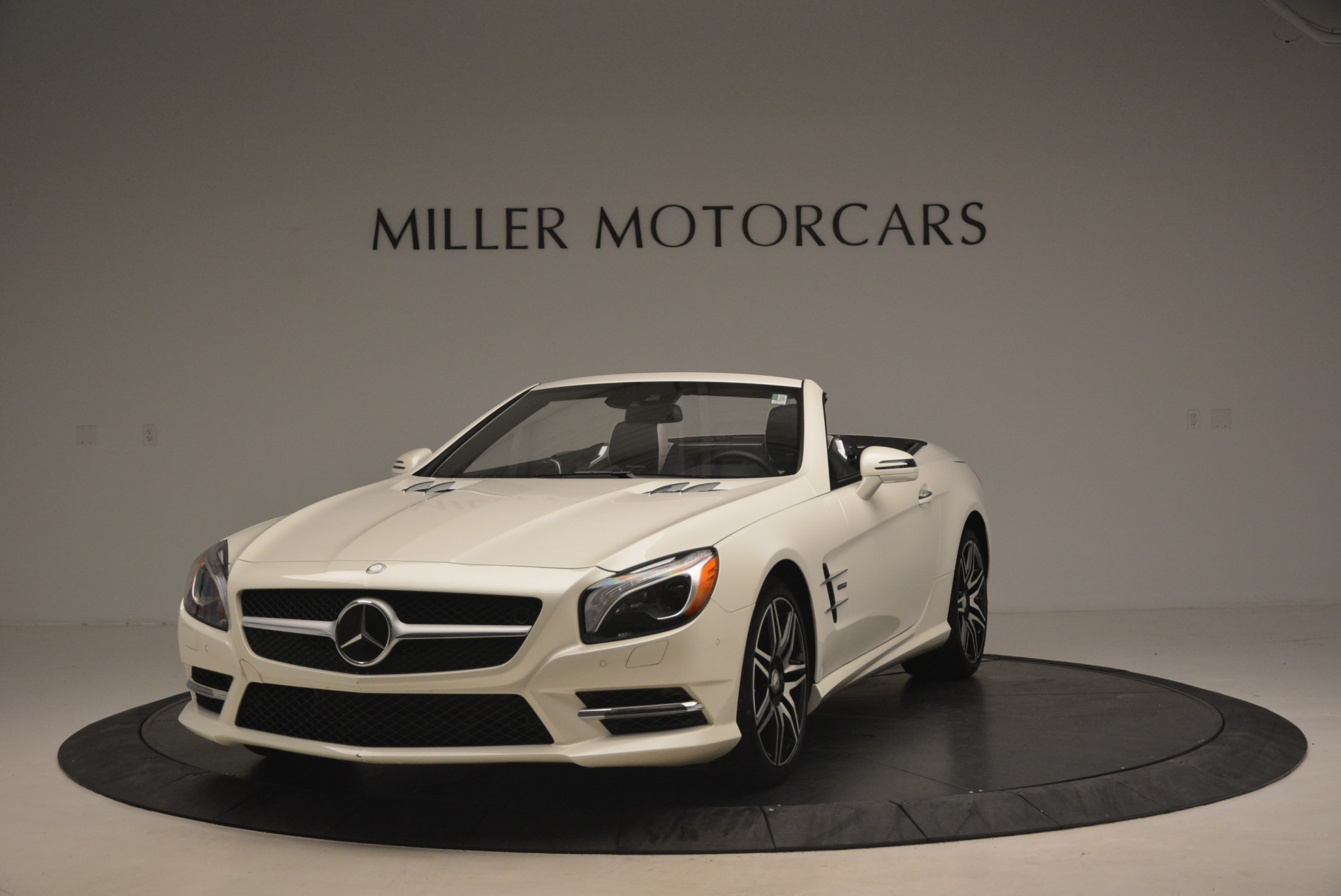 Used 2015 Mercedes Benz SL-Class SL 550 for sale Sold at Bentley Greenwich in Greenwich CT 06830 1