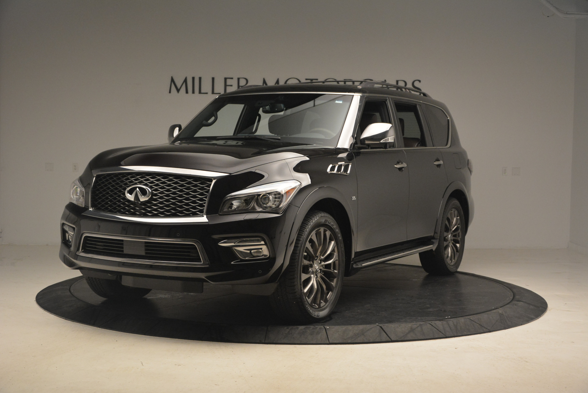 Used 2015 INFINITI QX80 Limited 4WD for sale Sold at Bentley Greenwich in Greenwich CT 06830 1