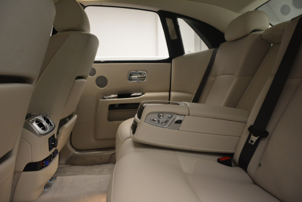 Used 2010 Rolls-Royce Ghost for sale Sold at Bentley Greenwich in Greenwich CT 06830 24