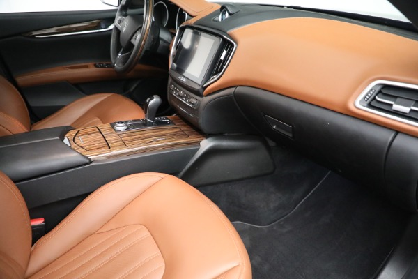 Used 2018 Maserati Ghibli S Q4 GranLusso for sale $56,900 at Bentley Greenwich in Greenwich CT 06830 19