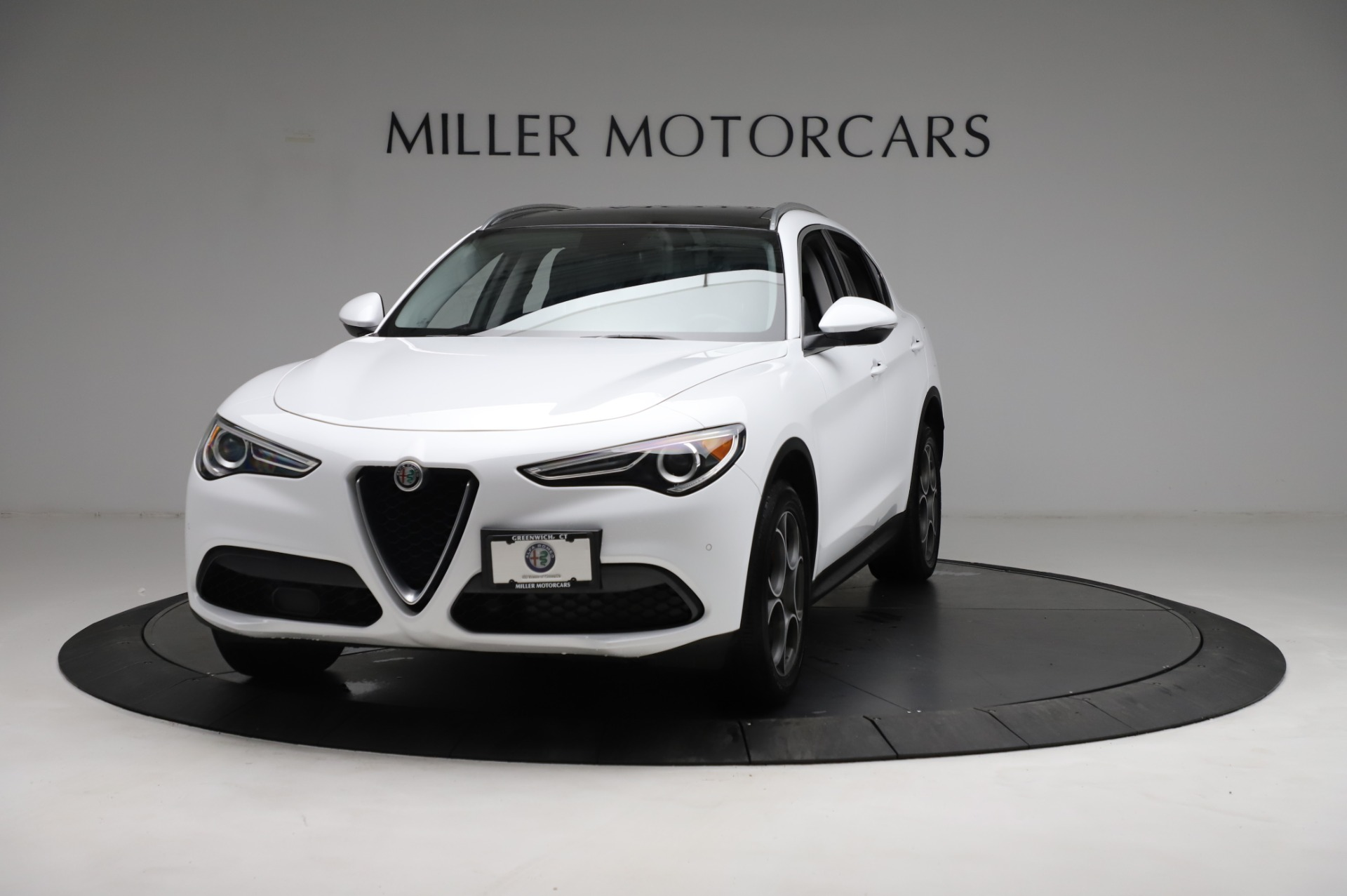 Used 2018 Alfa Romeo Stelvio Q4 for sale Sold at Bentley Greenwich in Greenwich CT 06830 1